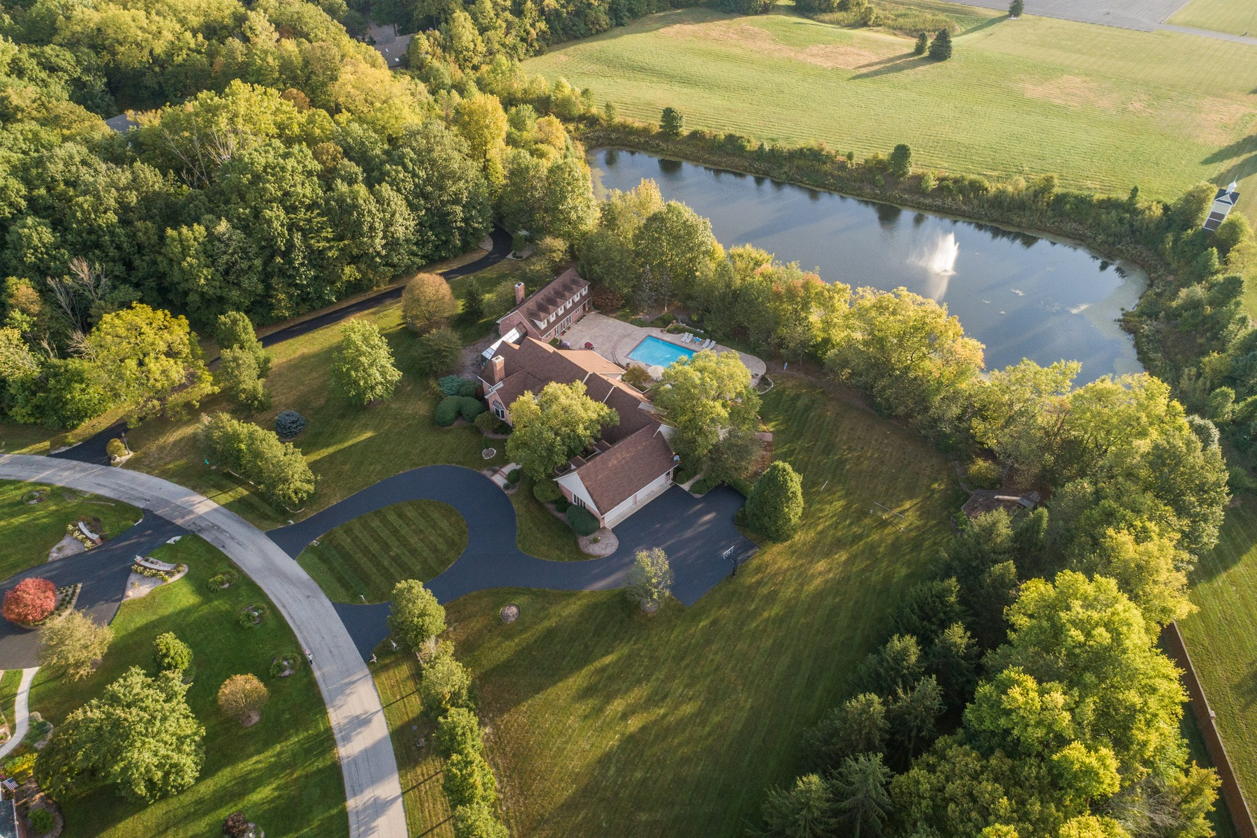 Single Family Homes 为 销售 在 Private Estate in Zionsville 6459 Mayfield Lane 宰恩斯维尔, 印第安纳州 46077 美国