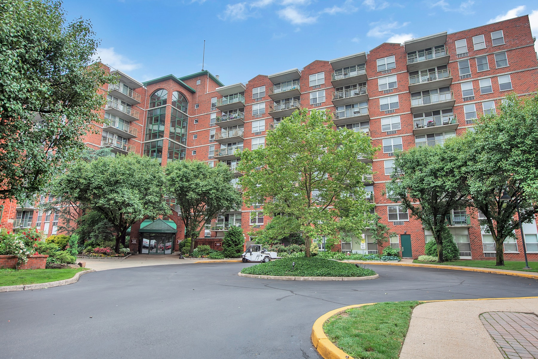Condominiums for Sale at Bright and Sunny Condo 300 Main Street, #415 Little Falls, New Jersey 07424 United States