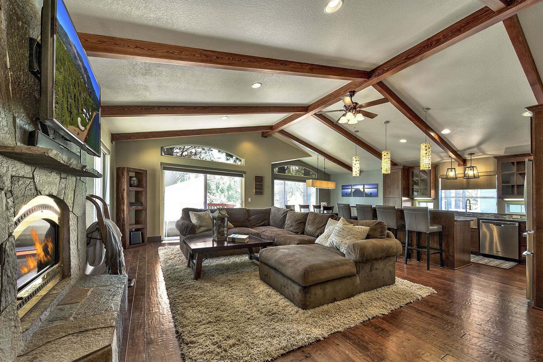 Additional photo for property listing at Tahoe living at its best! 2076 Venice Drive South Lake Tahoe, California 96150 United States