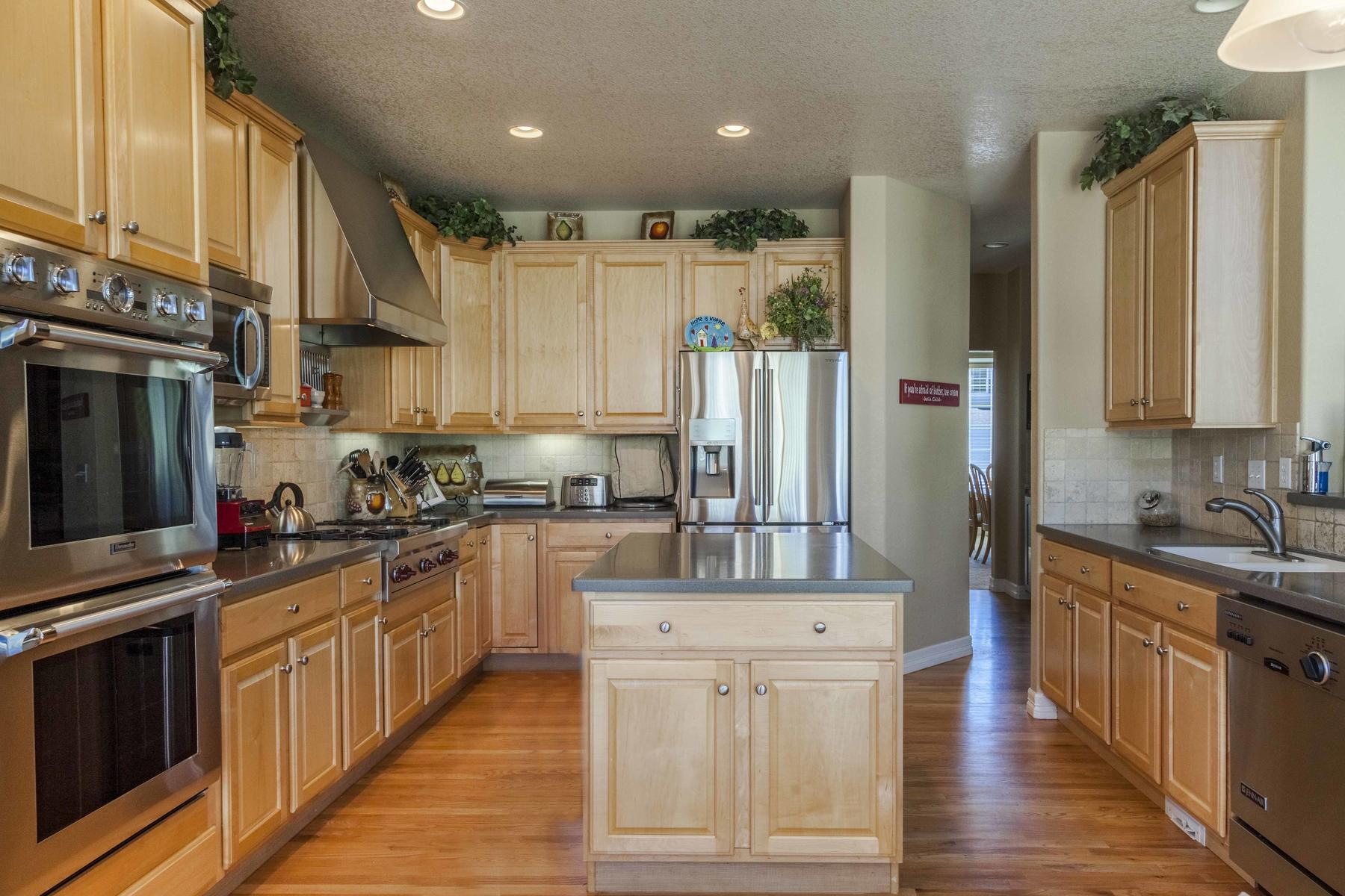 Additional photo for property listing at This Home Has It All! 13405 West 60th Place Arvada, Colorado 80004 United States