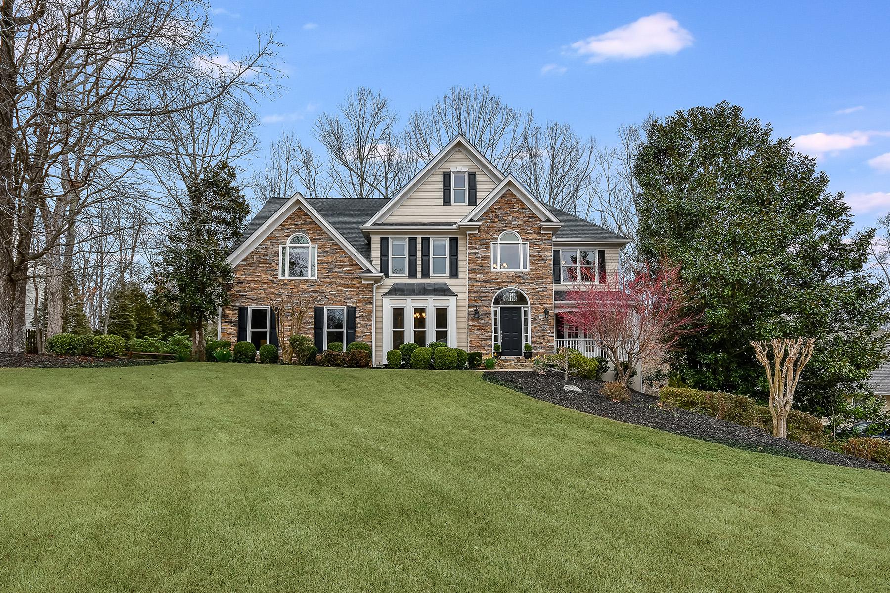 Single Family Homes per Vendita alle ore Beautiful Home In Prime Location By Lake Lanier 1550 Park Shore Drive, Cumming, Georgia 30041 Stati Uniti