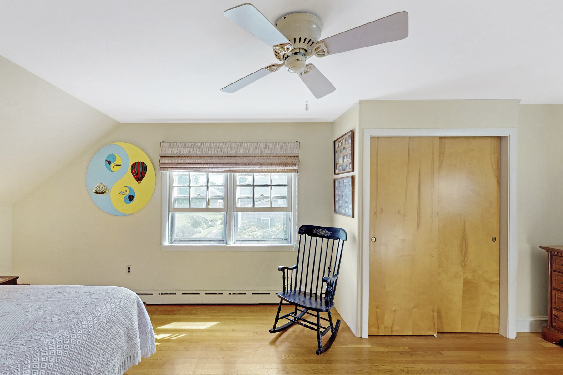 Additional photo for property listing at Charming Cape 3 Vanderbilt Avenue Newport, Rhode Island 02840 Estados Unidos