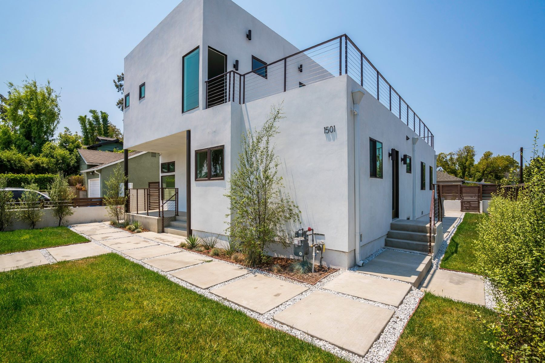 Single Family Home for Sale at 1501 Walgrove Ave Venice, California 90066 United States