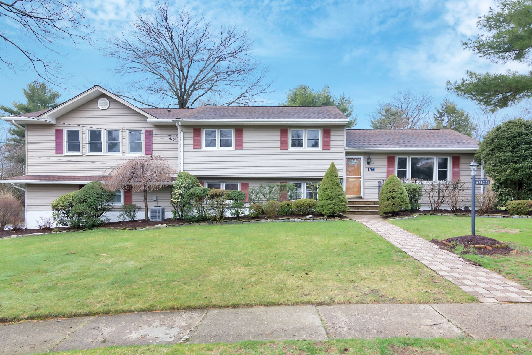 Single Family Home for Sale at Accessible Split Level 7 Allen Drive Wayne, New Jersey 07417 United States