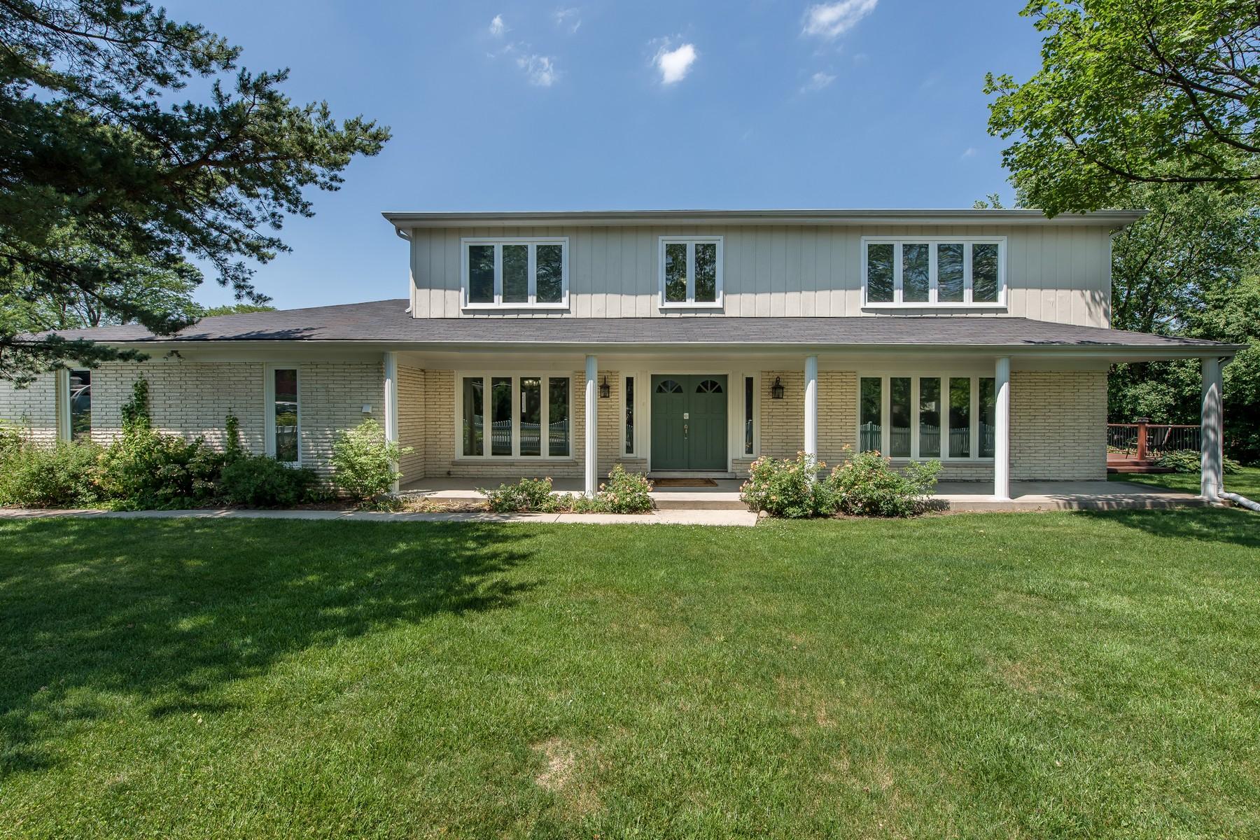 Частный односемейный дом для того Продажа на Spacious Two Story Home 2736 Glenview Road Glenview, Иллинойс, 60025 Соединенные Штаты