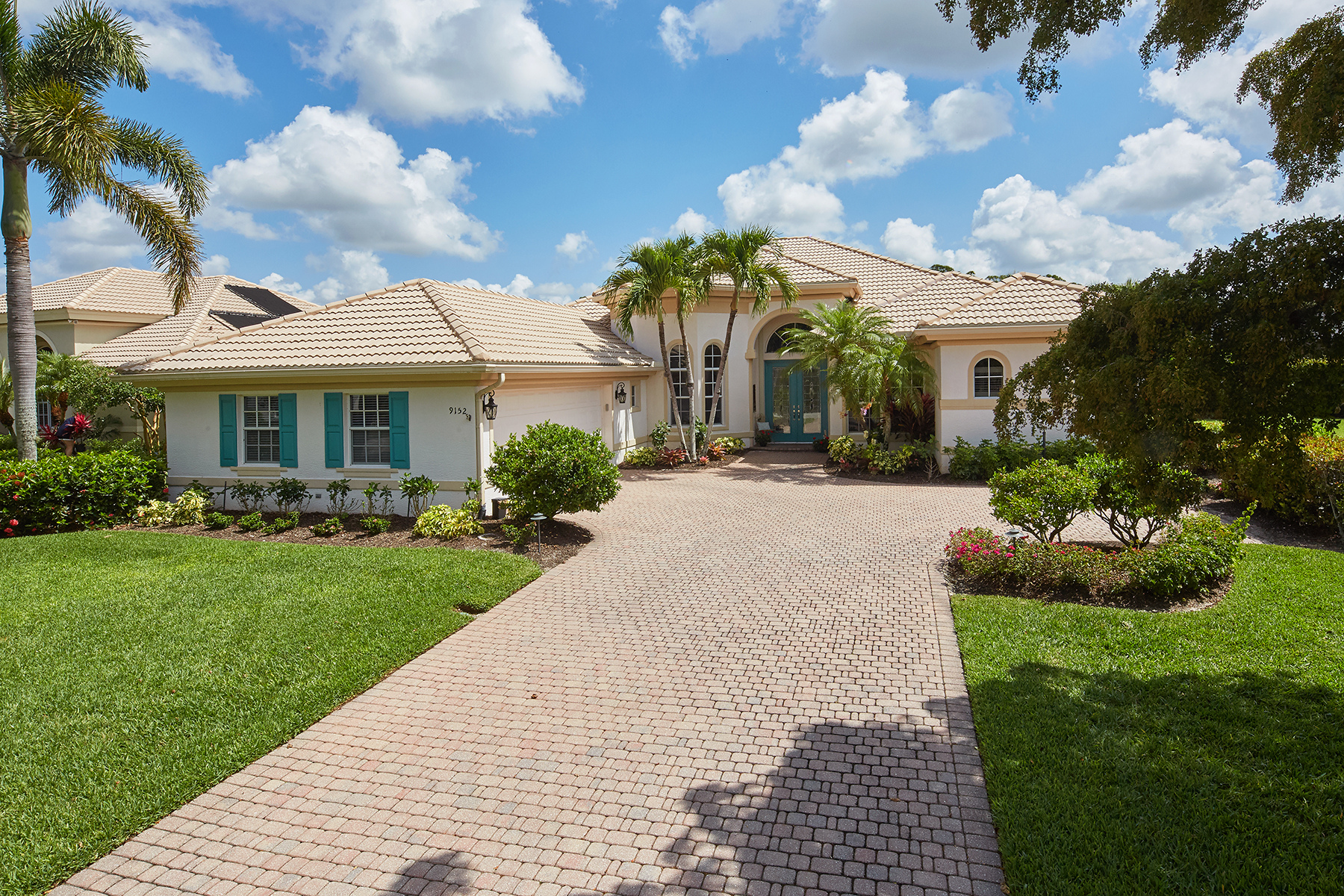 Single Family Homes için Satış at SHADOW WOOD AT THE BROOKS - CEDAR GLEN 9152 Hollow Pine Drive, Estero, Florida 34135 Amerika Birleşik Devletleri