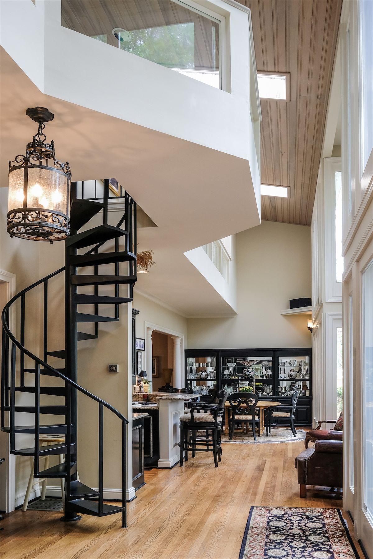 Additional photo for property listing at Stunning Abbottsford Residence 107 Abbottsford Nashville, Tennessee 37215 United States
