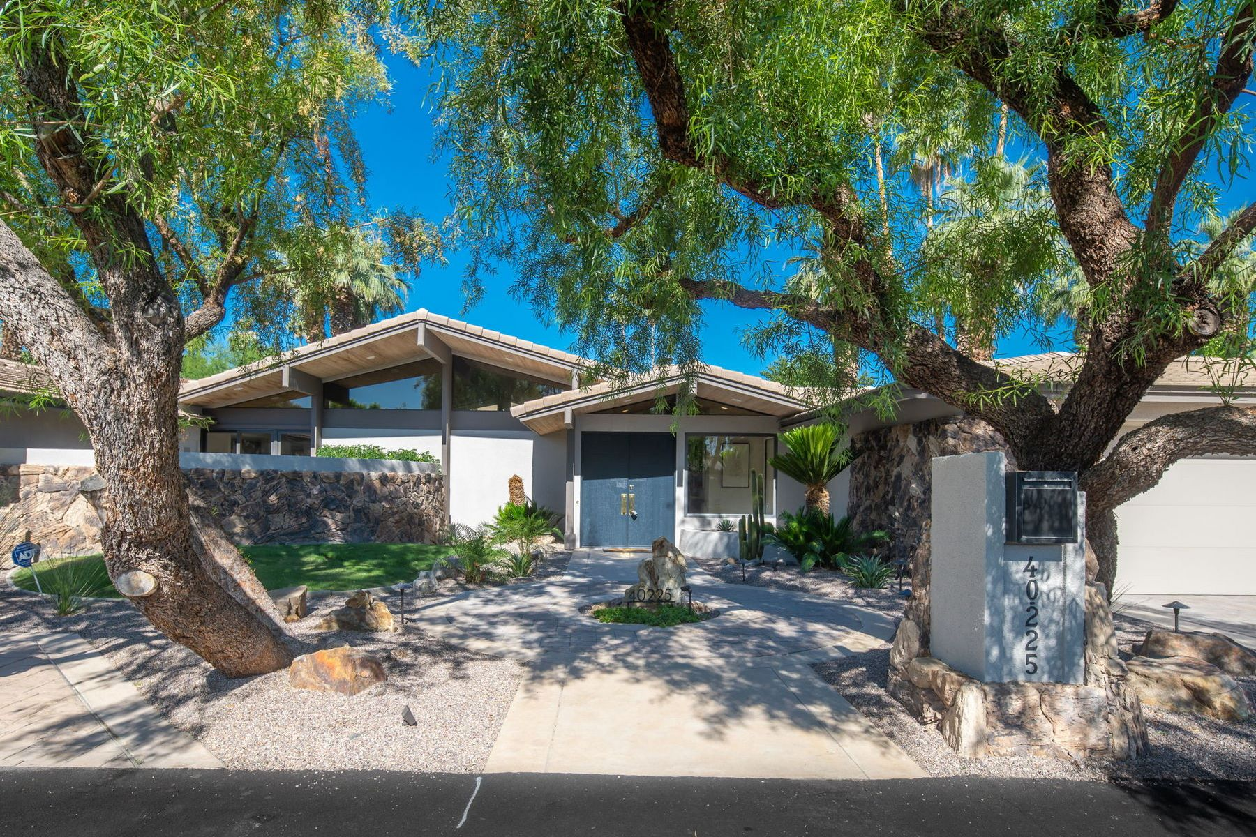 Single Family Homes for Sale at 40225 Sand Dune Rd Rancho Mirage, California 92270 United States