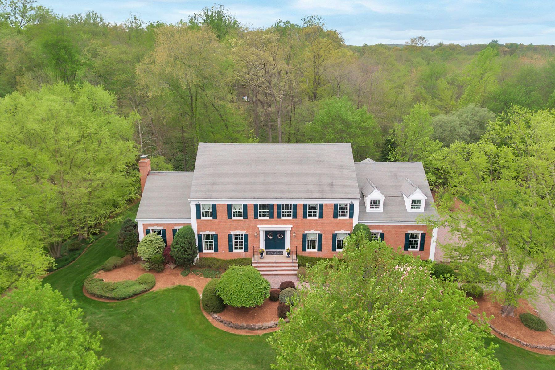 Maison unifamiliale pour l Vente à Desirable Fardale Woods Estates 28 Hutton Drive Mahwah, New Jersey, 07430 États-Unis