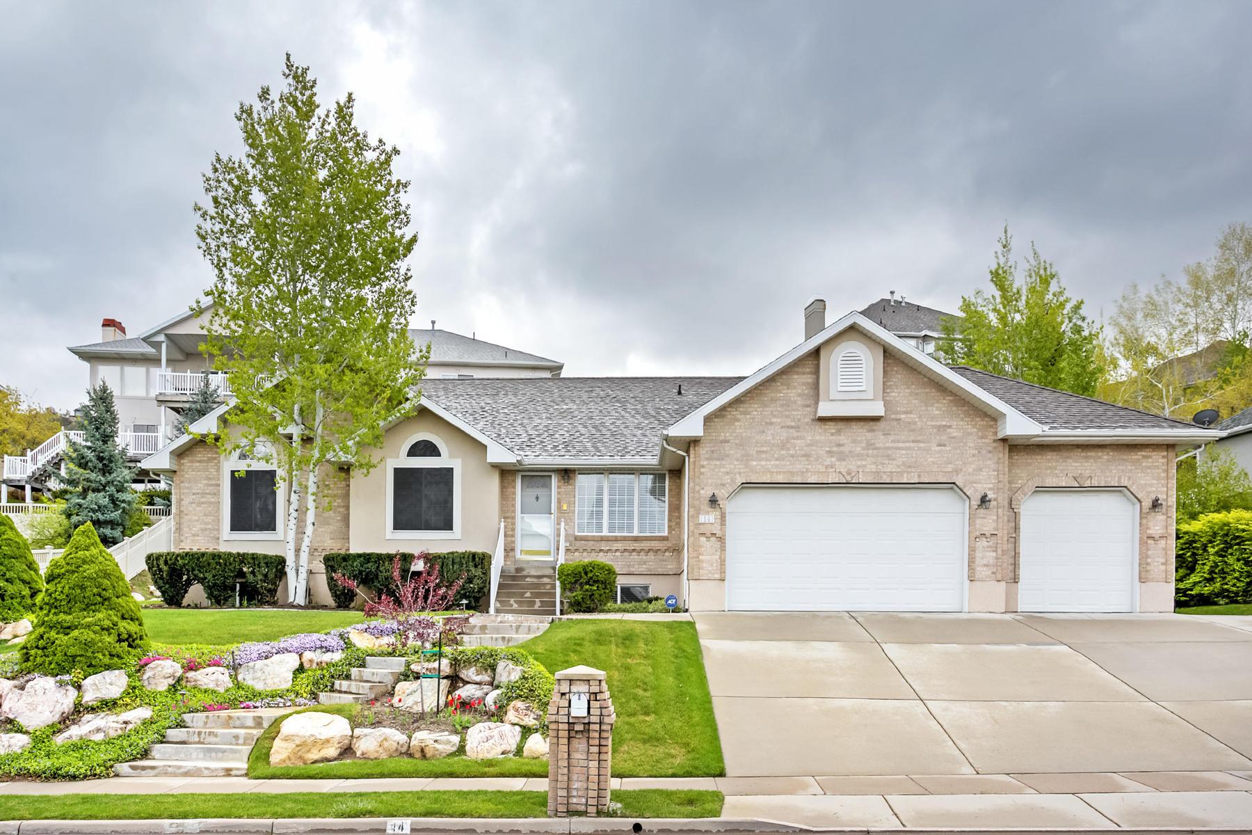 단독 가정 주택 용 매매 에 Custom Built Home in Eaglewood 14 N Fairway Dr North Salt Lake, 유타, 84054 미국