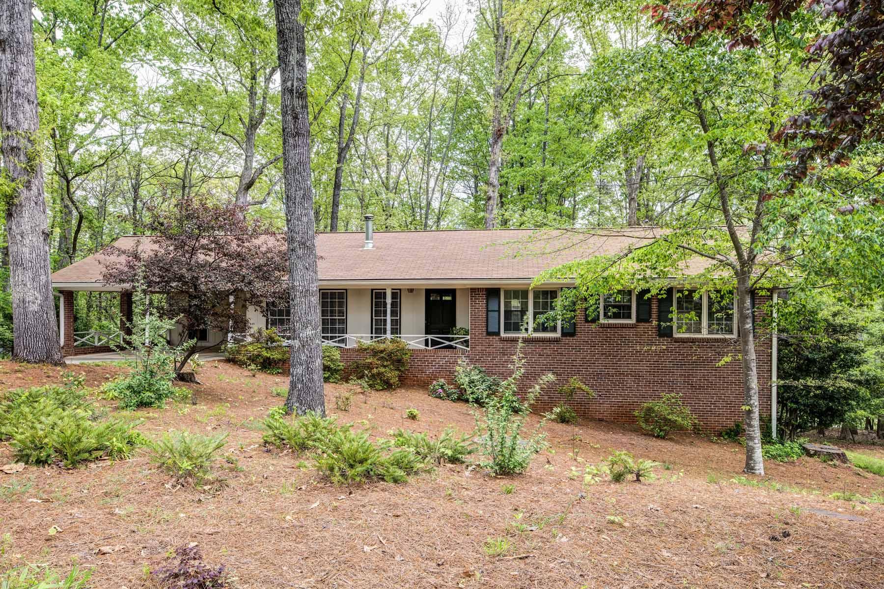 단독 가정 주택 용 매매 에 Peachtree Corners / Dunwoody Location! 6640 Lockridge Drive Atlanta, 조지아, 30360 미국