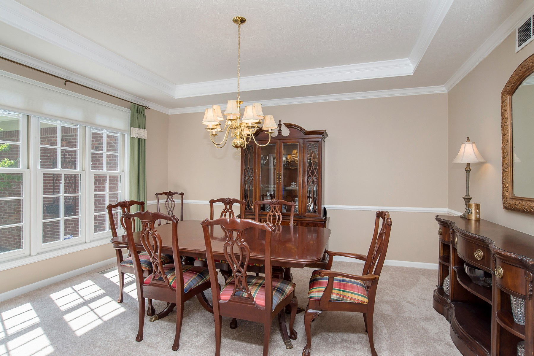 Additional photo for property listing at Charming and Elegant Carmel Home 5102 Hummingbird Circle Carmel, Indiana 46033 United States