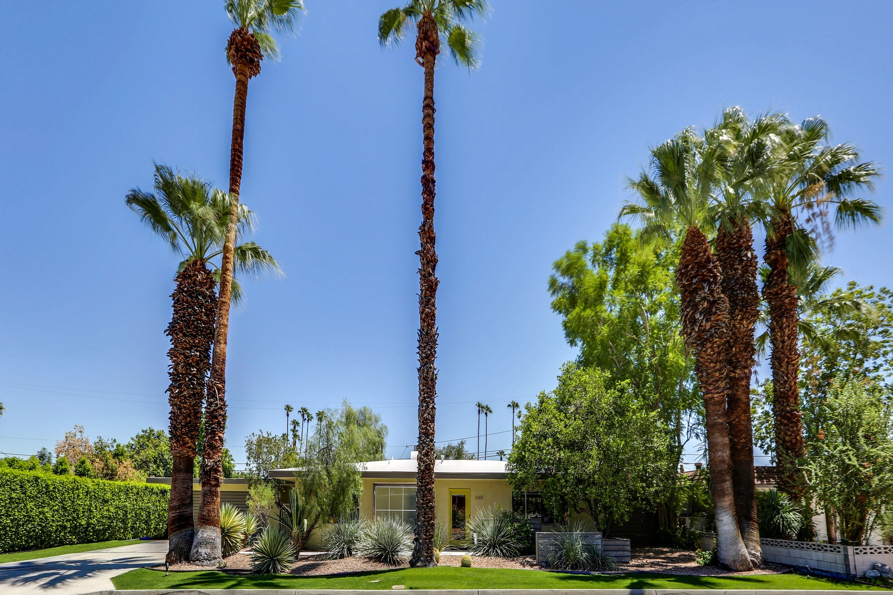 Single Family Home for Sale at 1140 Calle Marcus Palm Springs, California 92264 United States