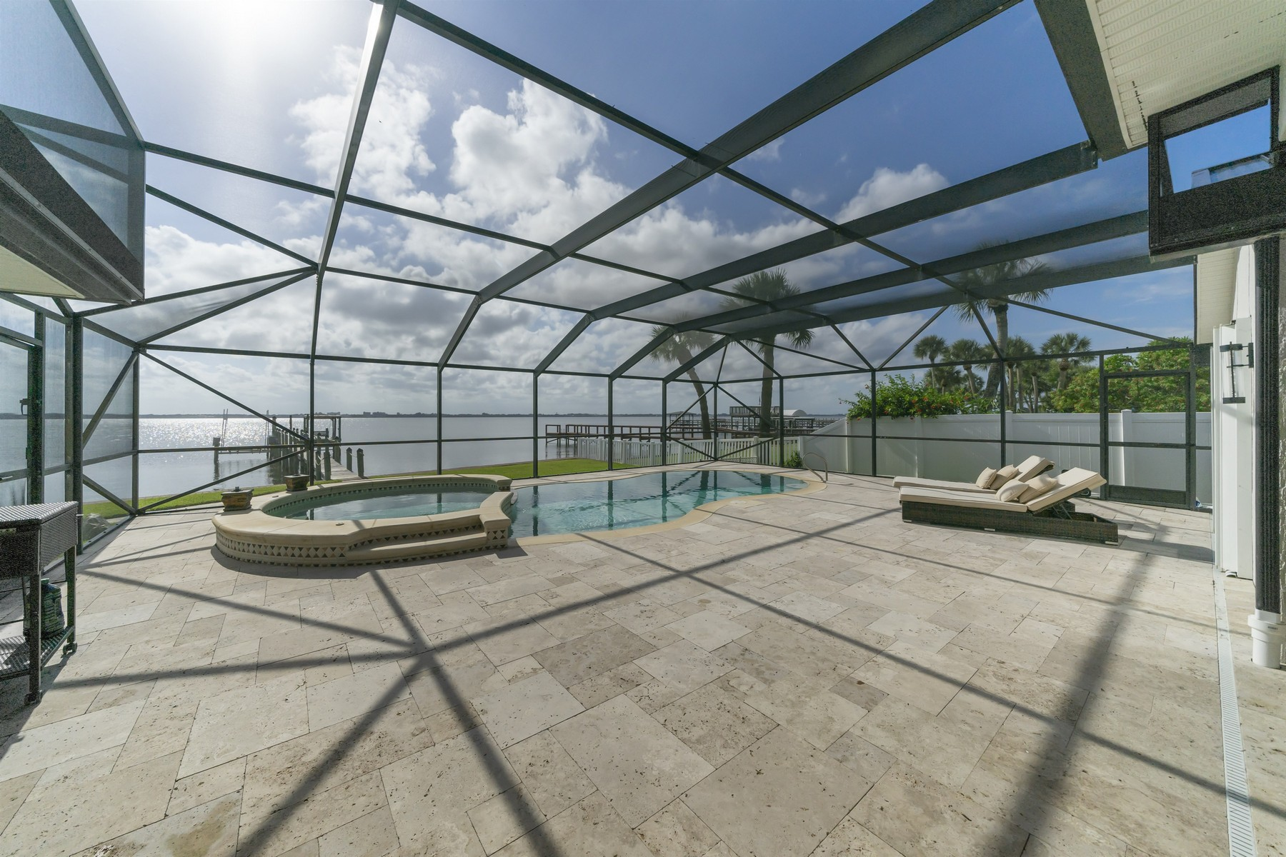 Additional photo for property listing at Wonderful Riverfront Pool Home in Quiet Neighborhood 235 Sea Crest Drive Melbourne Beach, Florida 32951 United States