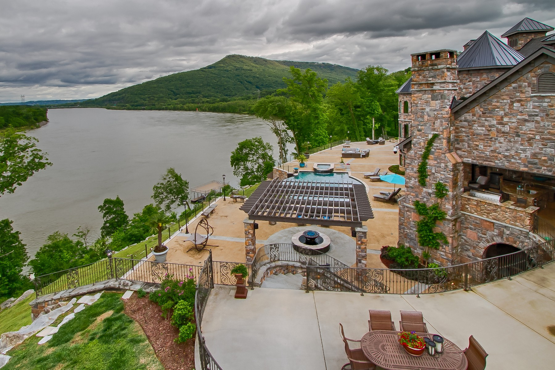 Additional photo for property listing at Duplissey Estate 502 Brown's Ferry Road Chattanooga, Tennessee 37419 Estados Unidos