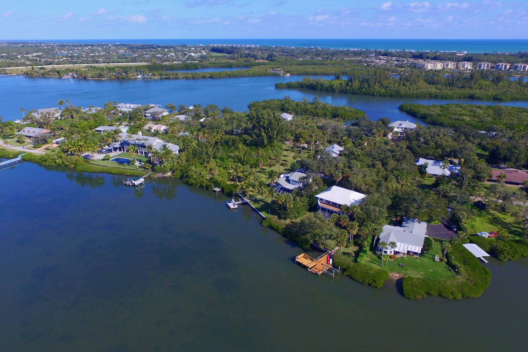Property для того Продажа на Breathe in Endless Views of Playful Dolphin, Vivid Sunsets and Peaceful Kayakers 335 Cathedral Oaks Dr Vero Beach, Флорида 32963 Соединенные Штаты