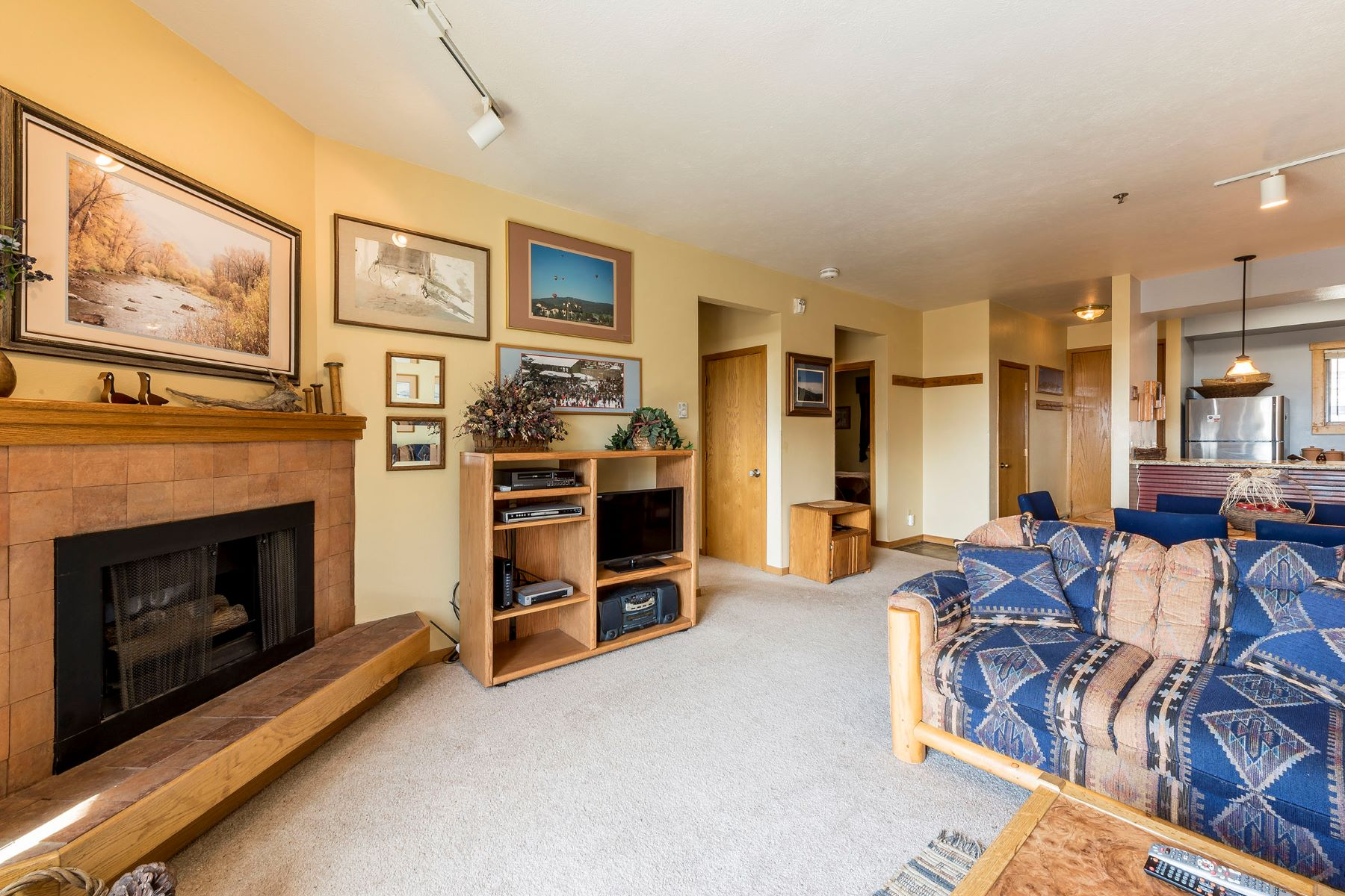 Additional photo for property listing at Just Steps to Skiing 2200 Apres Ski Way #310 Steamboat Springs, Colorado 80487 États-Unis