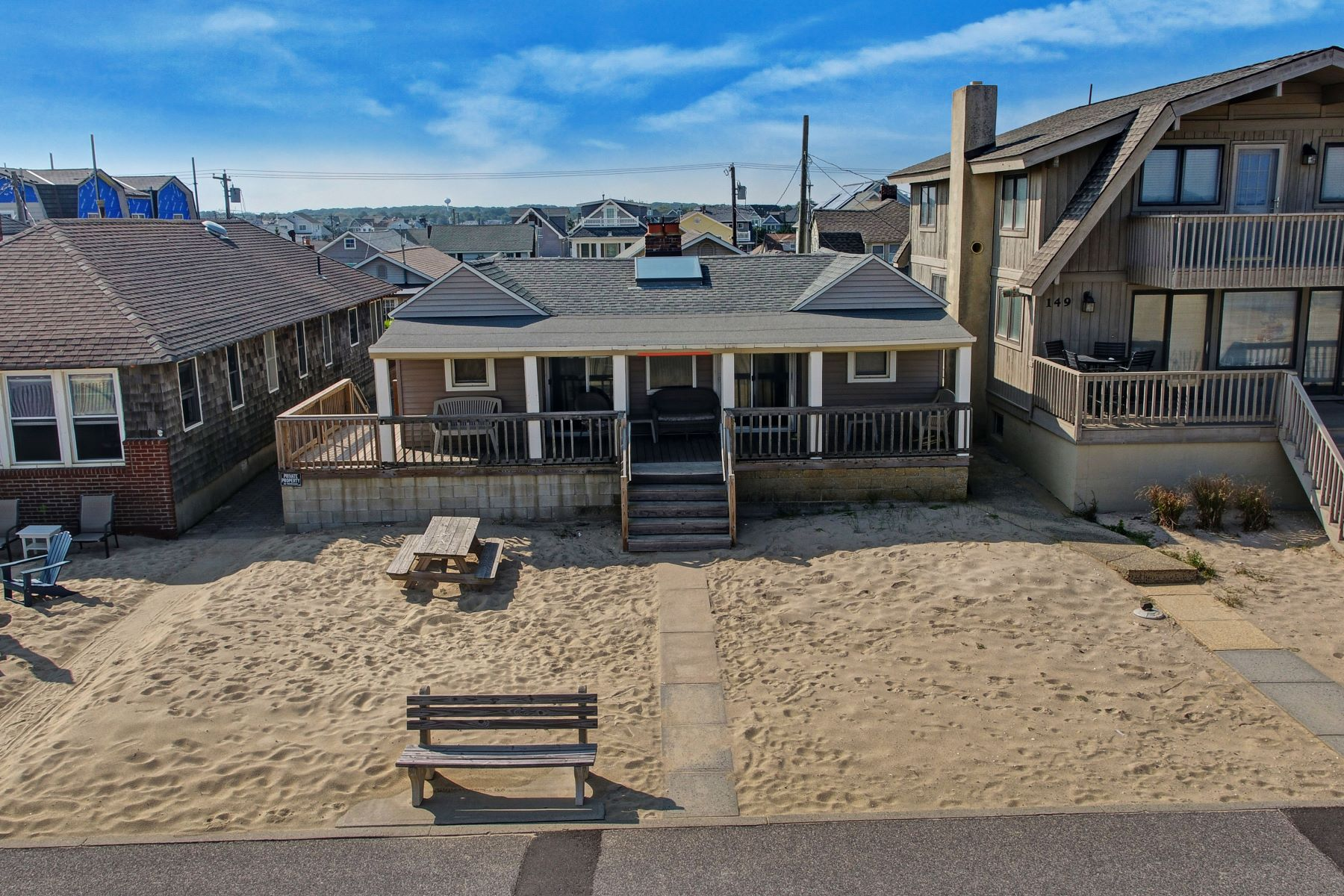Maison unifamiliale pour l Vente à Beachfront Extraordinary Value 153 Beachfront, Manasquan, New Jersey 08736 États-Unis
