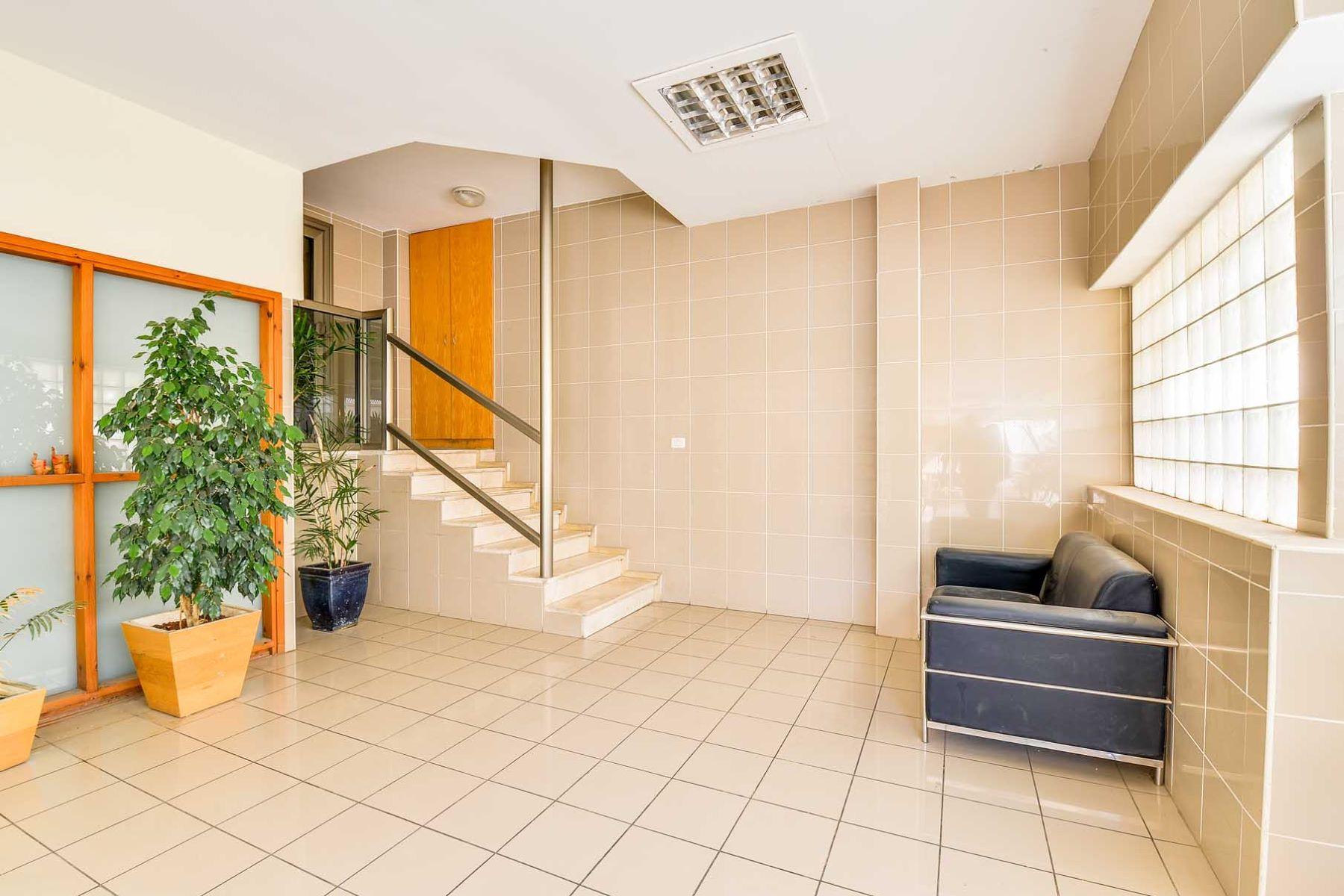 Additional photo for property listing at Elegant Garden Apartment in Ramot Tsahala Tel Aviv, Israel Israel
