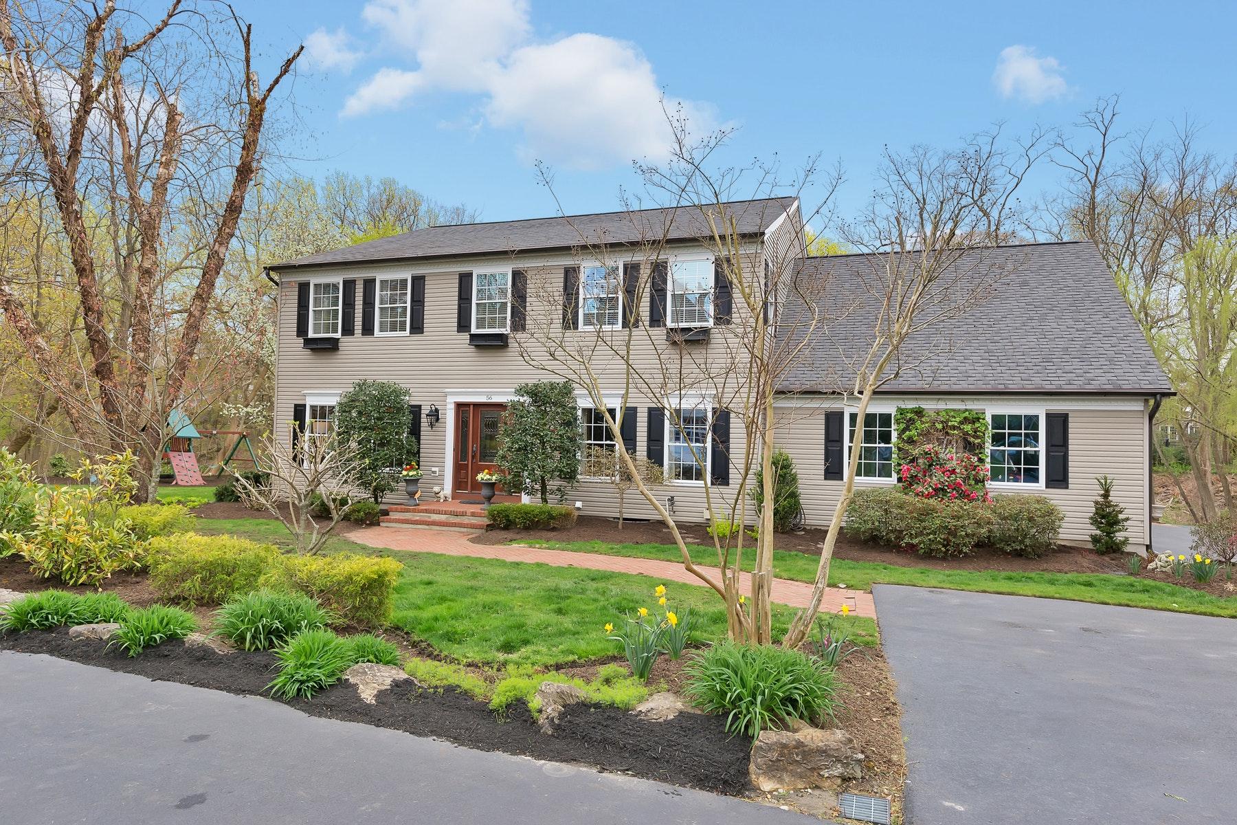 Villa per Vendita alle ore Fair Haven Colonial 56 Browns Lane, Fair Haven, New Jersey 07704 Stati Uniti