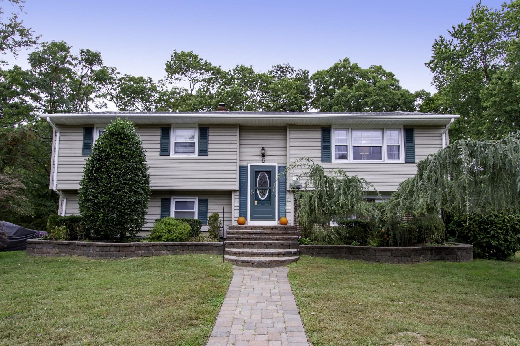 Single Family Homes por un Venta en 5 Deborah Place Oakhurst, Nueva Jersey 07755 Estados Unidos