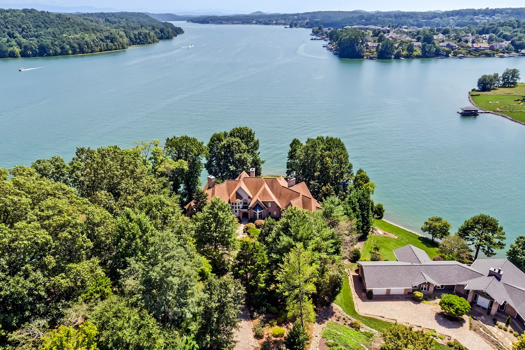 Additional photo for property listing at Lakefront Home With Majestic Views 234 Tecumseh Way Loudon, Tennessee 37774 United States