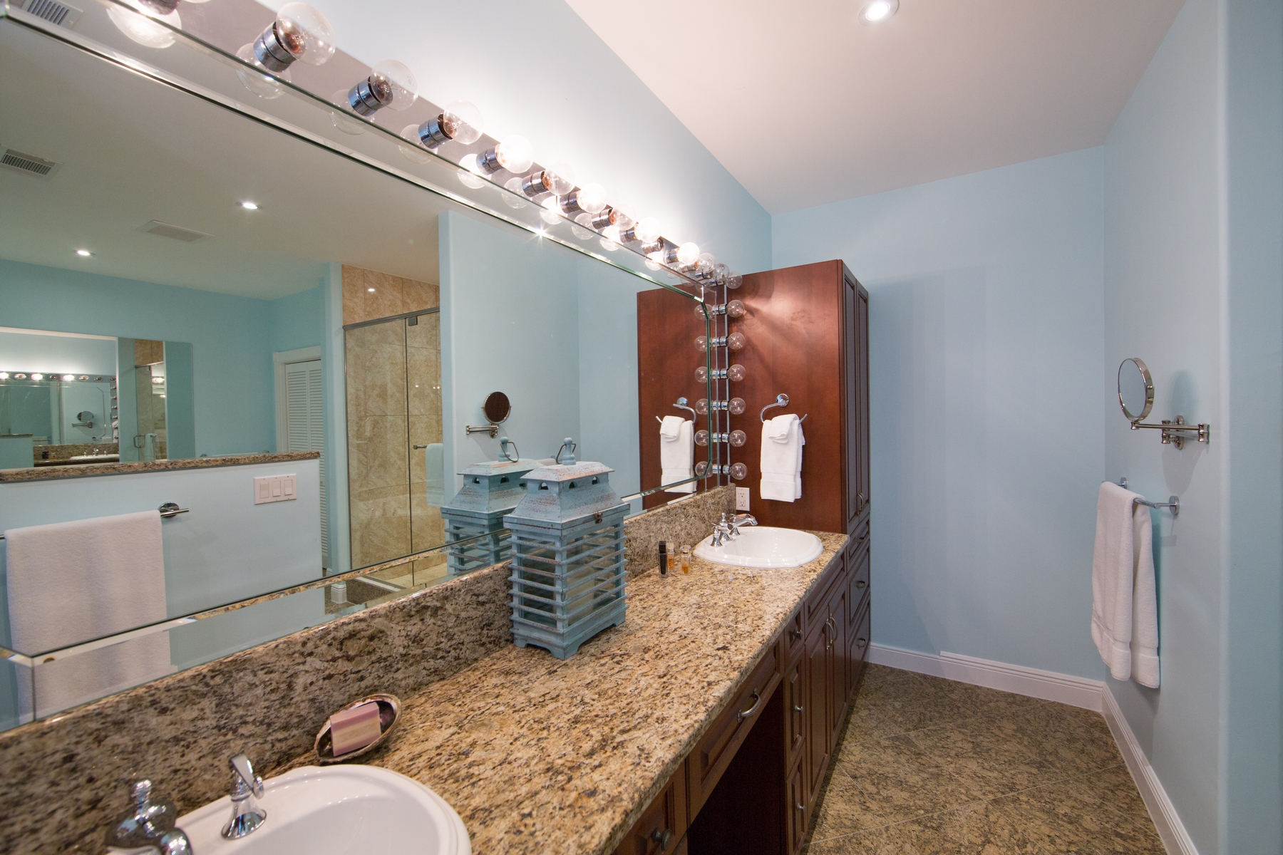 Additional photo for property listing at The Yacht Club - C13 The Yacht Club, Turtle Cove, Providenciales Turks And Caicos Islands