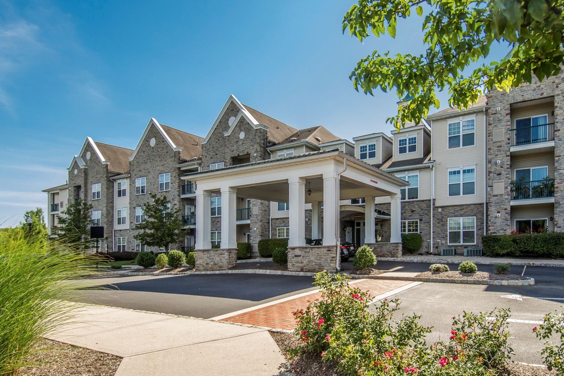 Condominiums for Active at Rare Opportunity for a One Bedroom Unit at Highlands at Cranbury Brook 100 Middlesex Boulevard #328 Plainsboro, New Jersey 08536 United States