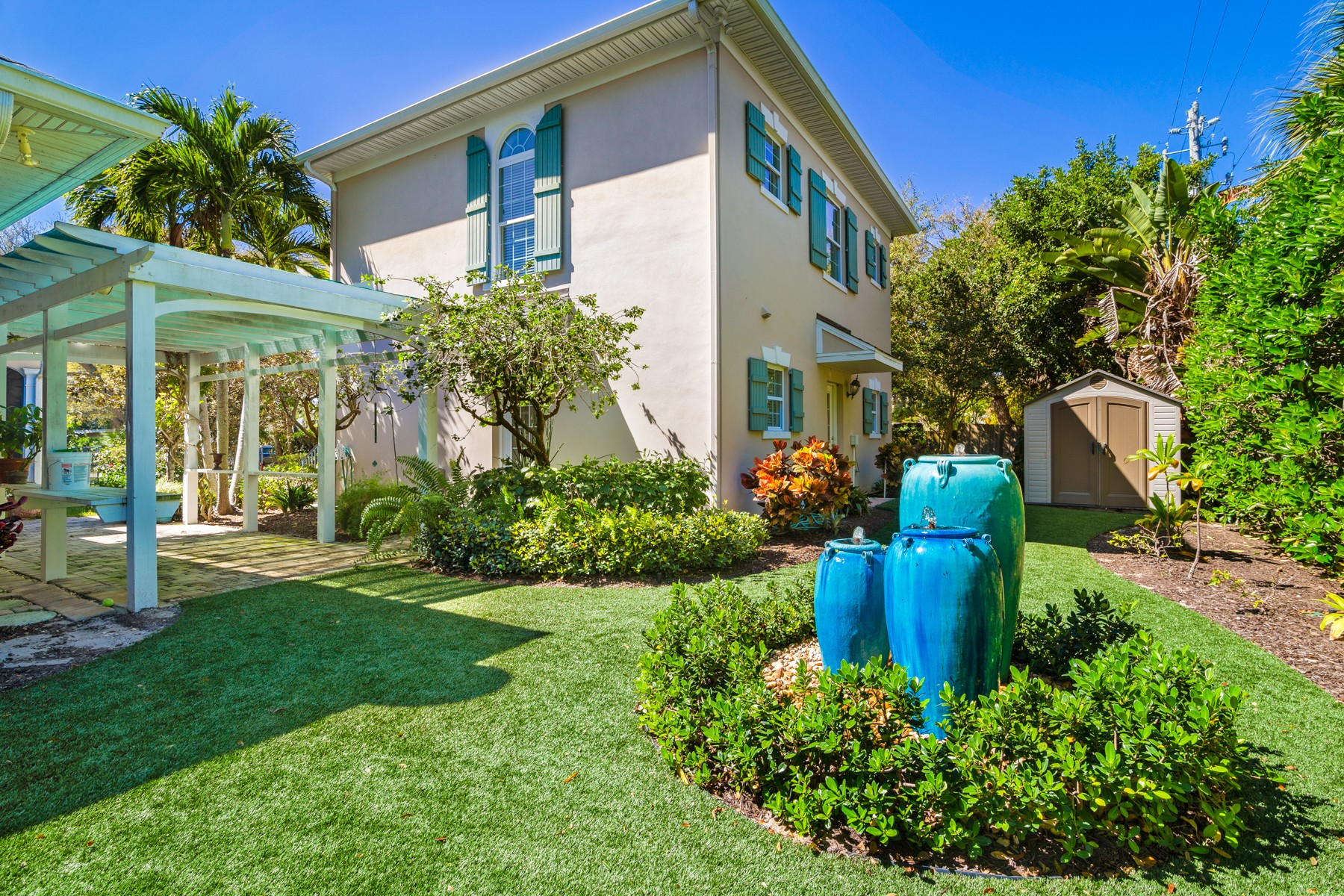 Additional photo for property listing at GATED CENTRAL BEACH HOME WITH GUEST APARTMENT 745 Azalea Lane Vero Beach, Florida 32963 United States