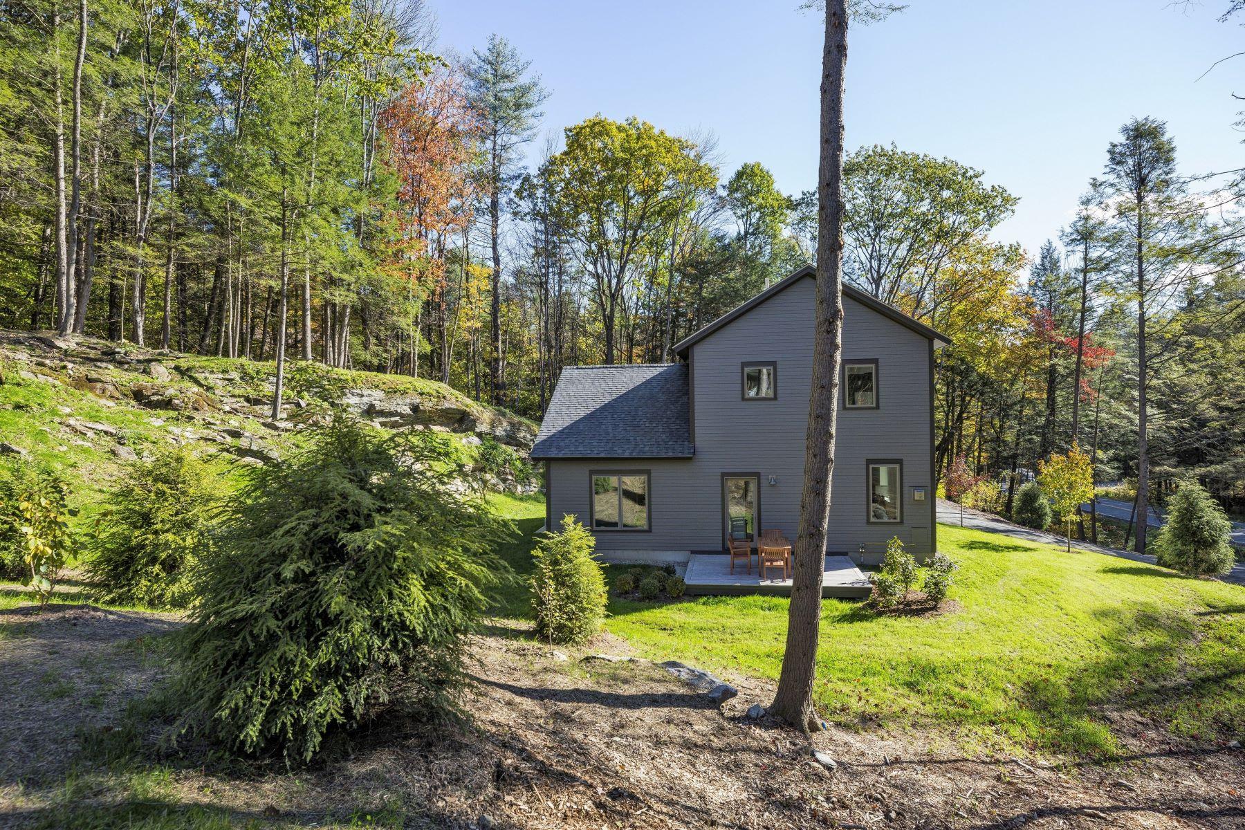 Single Family Home for Sale at 997 Willard Road 5204, Hartford 997 Willard Rd 5204 Hartford, Vermont 05059 United States