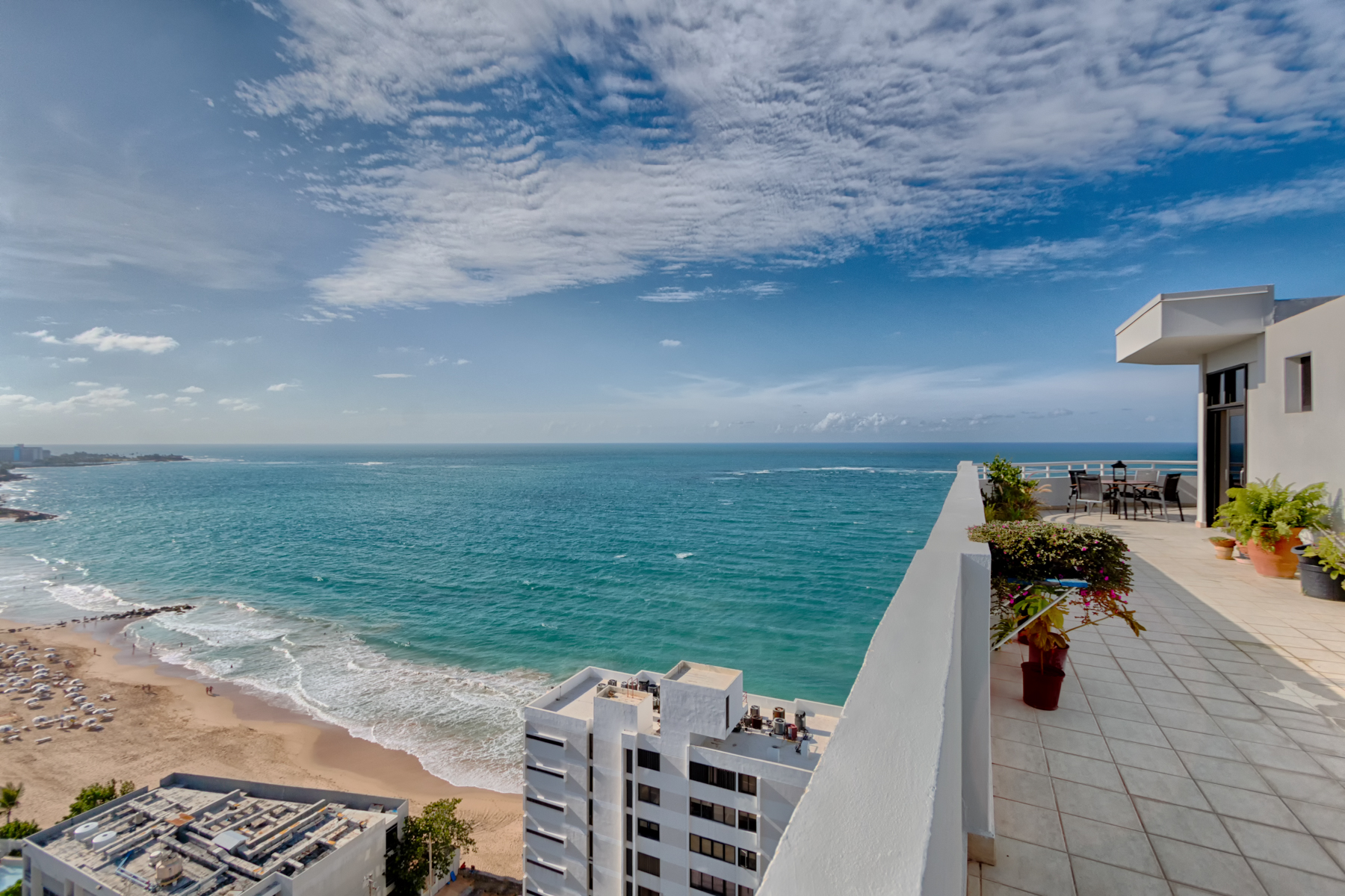 Additional photo for property listing at Candina Reef PH 2 Candina Street, Candina Reef Condominium San Juan, Puerto Rico 00907 Porto Rico
