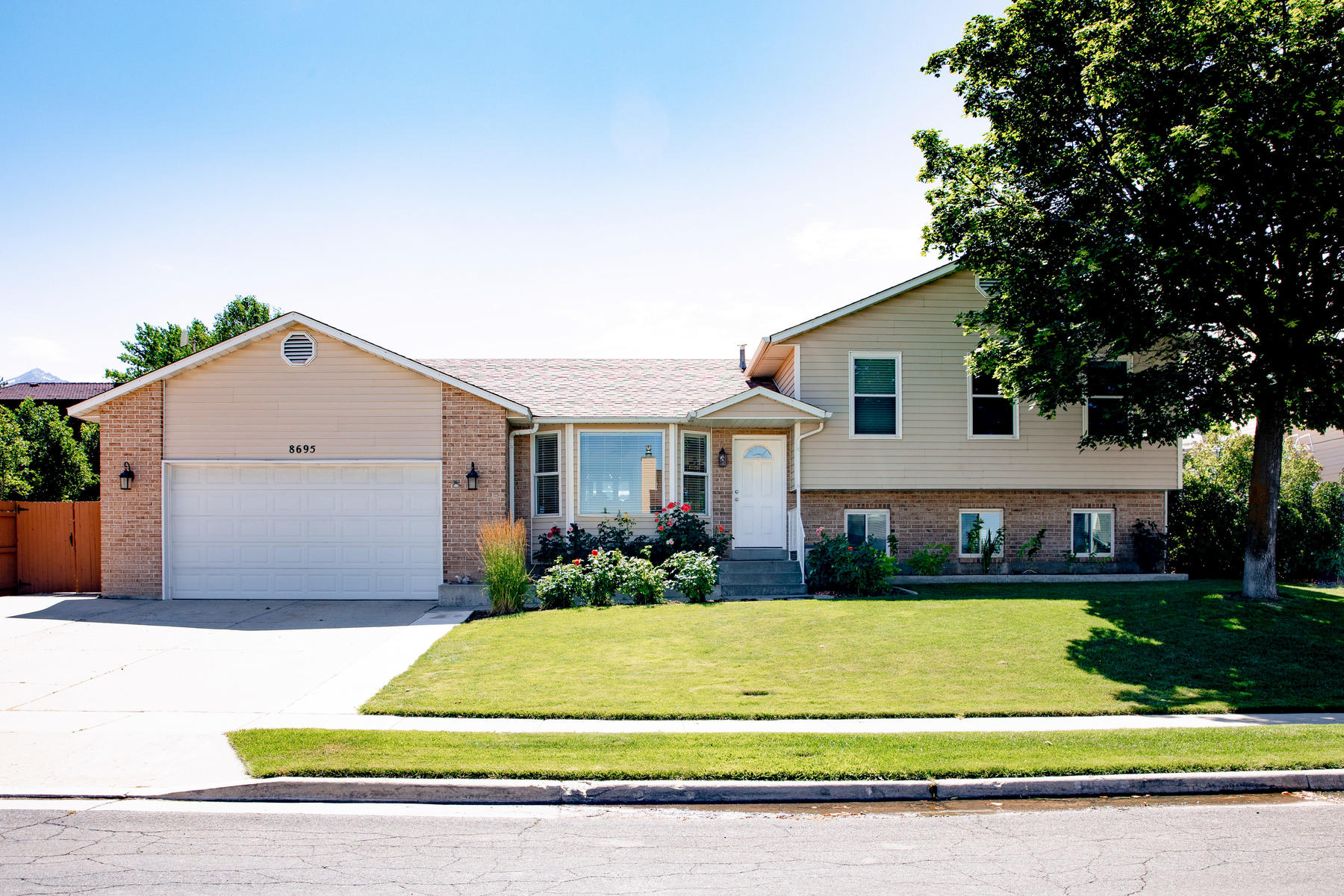 Single Family Homes for Active at Pride Of Ownership 8695 S Gravel Hills Dr Sandy, Utah 84094 United States