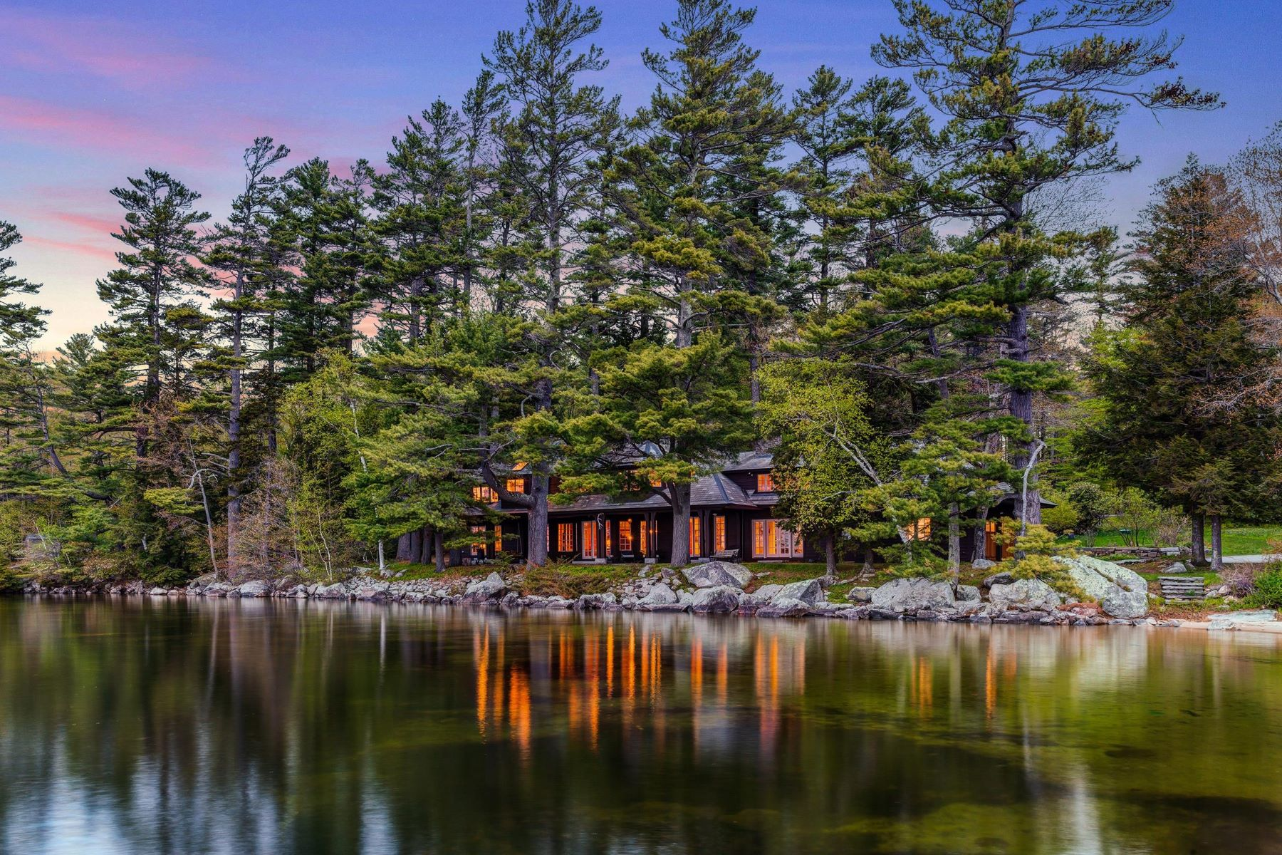 Single Family Homes 为 销售 在 Woodhidden - Lake Sunapee 47 Sunset Shores Rd 新伦敦, 新罕布什尔州 03257 美国