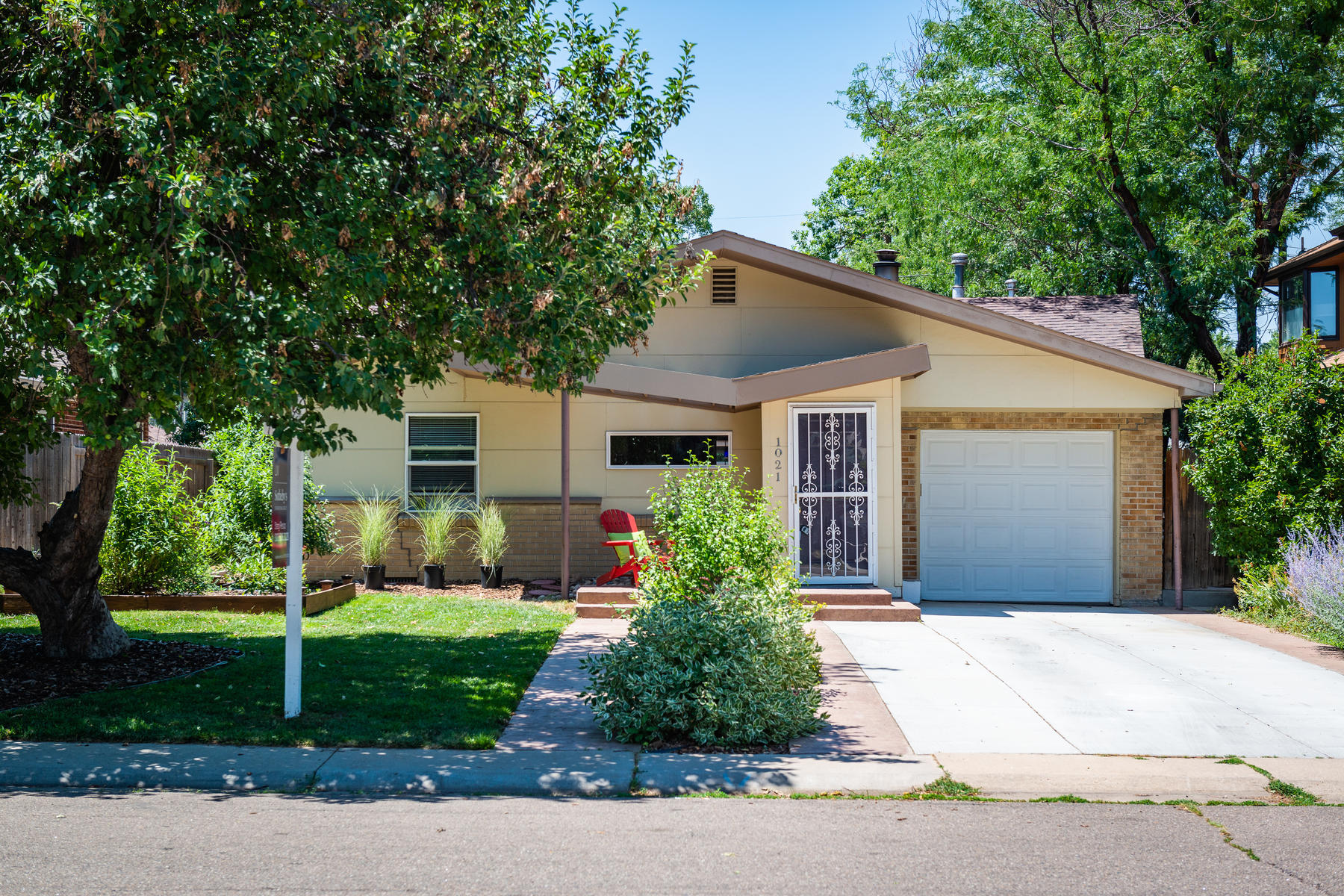 Single Family Home for Active at 1021 Locust Street 1021 Locust Street Denver, Colorado 80220 United States