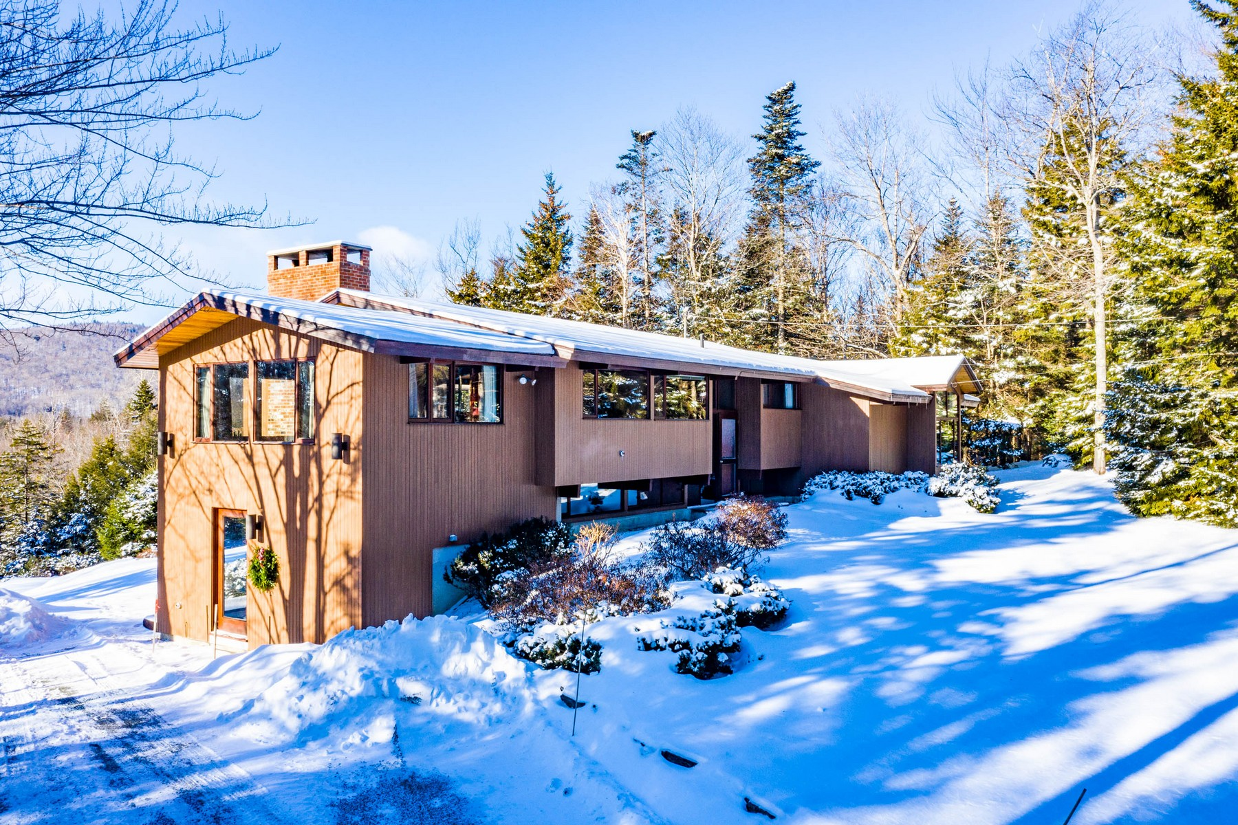 Single Family Homes for Sale at 37 Upper Handle Road, Dover 37 Upper Handle Rd Dover, Vermont 05356 United States