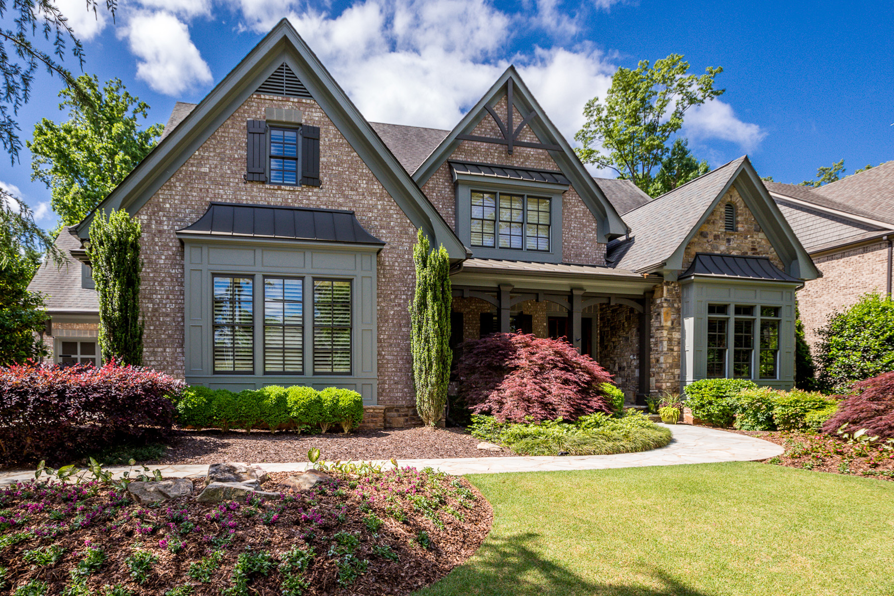 Single Family Homes のために 売買 アット This Luxury Home has Everything on Your Dream-Home Wish List 1581 Windsor Parkway NE, Brookhaven, ジョージア 30319 アメリカ