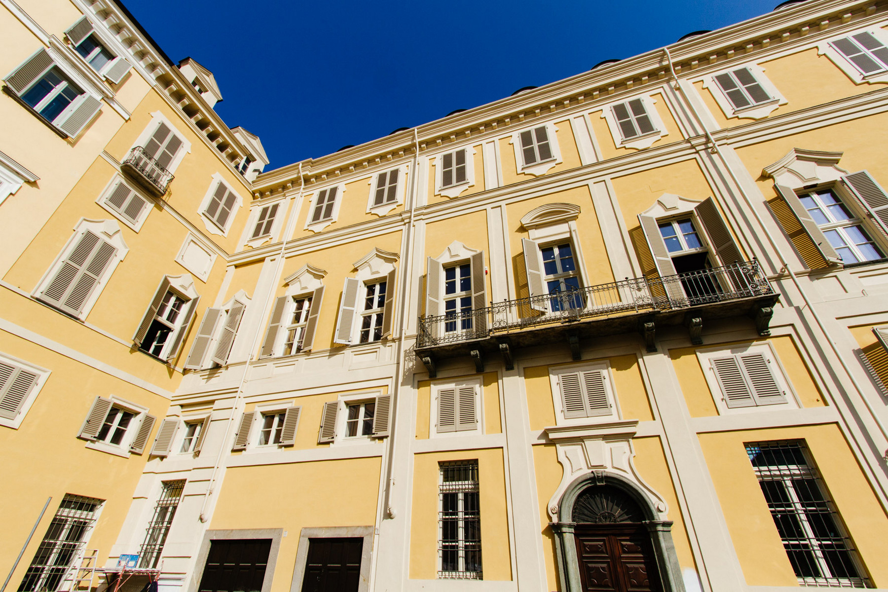 Additional photo for property listing at Splendid Baroque architecture apartment in historic center Piazza Savoia Torino, Turin 10122 Italia