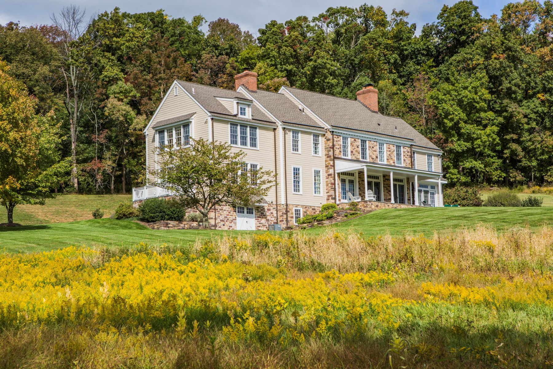 Propriété pour l Vente à Impressive, Modern-Day Farmhouse on 12.75 Acres 46 Harbourton Woodsville Road, Pennington, New Jersey 08534 États-Unis