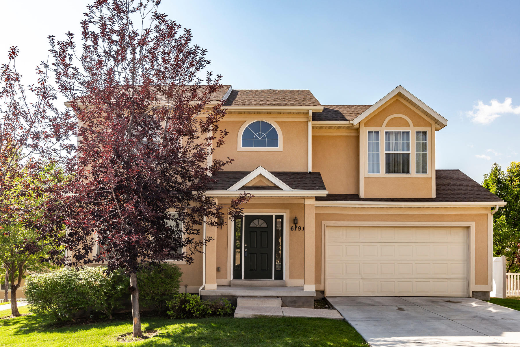 Single Family Homes vì Bán tại Single Family Home With Community Amenities 6791Grevillea Ln, West Jordan, Utah 84088 Hoa Kỳ