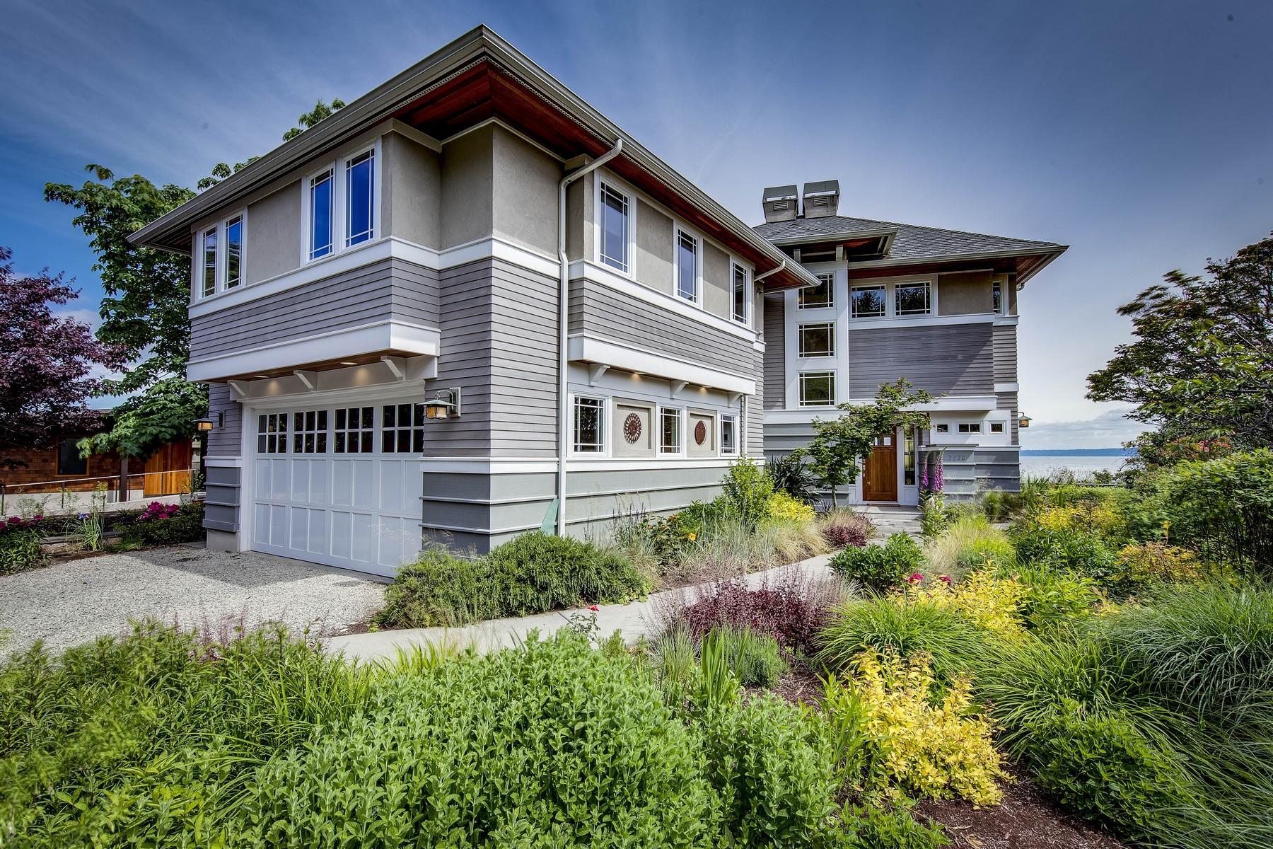 Maison unifamiliale pour l Vente à Yeomalt Beach Home 7776 NE Yeomalt Point Dr Bainbridge Island, Washington, 98110 États-Unis