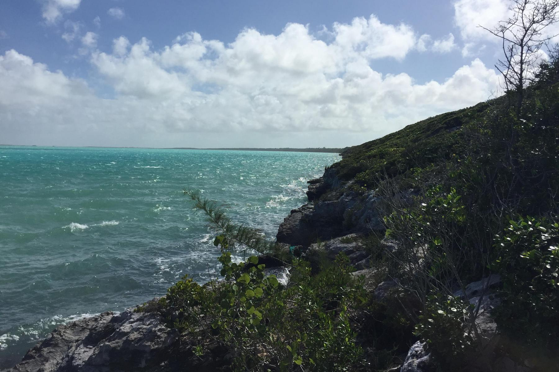 Additional photo for property listing at NORTH CAICOS WATERFRONT Waterfront Bottle Creek, Северный Кайкос TKCA 1ZZ Теркс И Кайкос