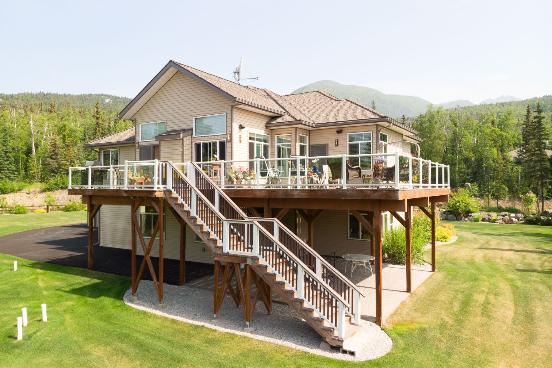 Additional photo for property listing at 11404 Jessie Mae Circle Eagle River, Alaska 99577 United States