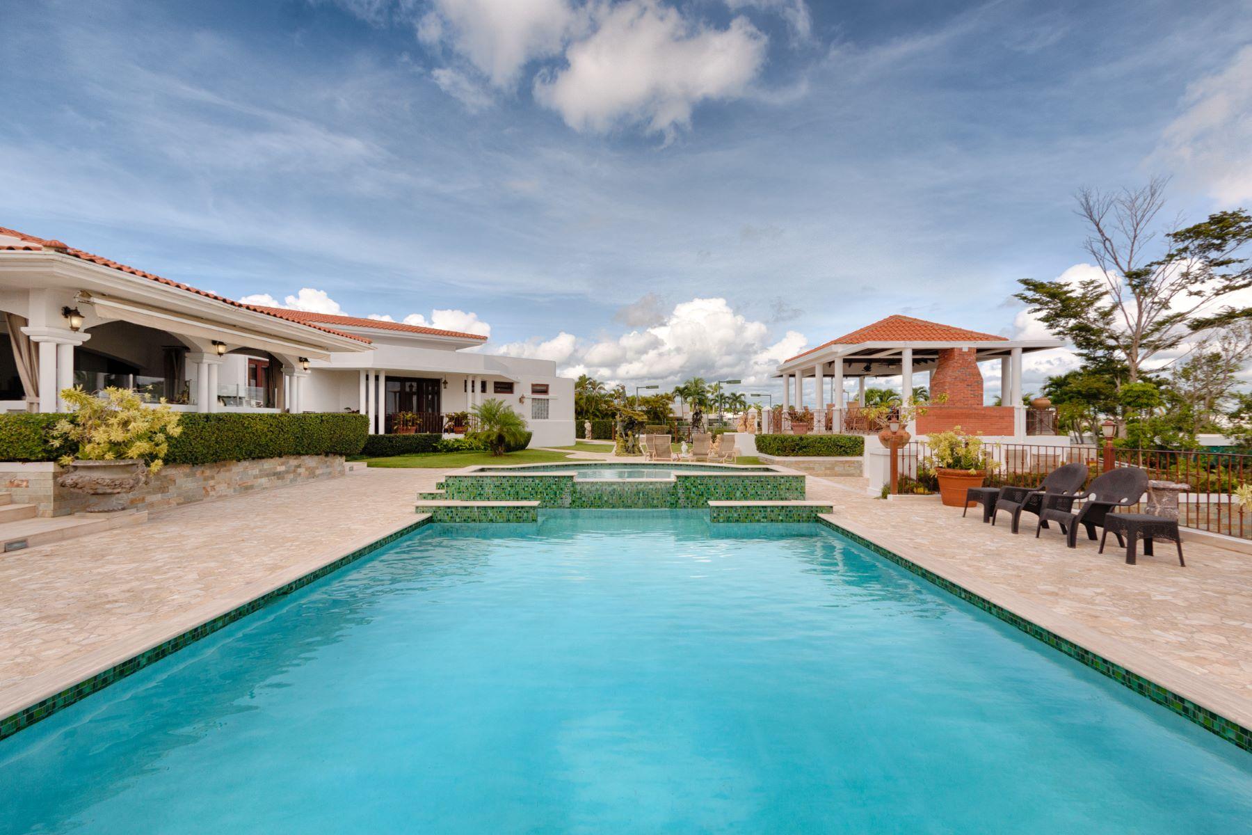 Maison unifamiliale pour l Vente à Opulent Designer Estate 95 Mirador Street. Paseo Alto Los Paseos San Juan, 00926 Porto Rico