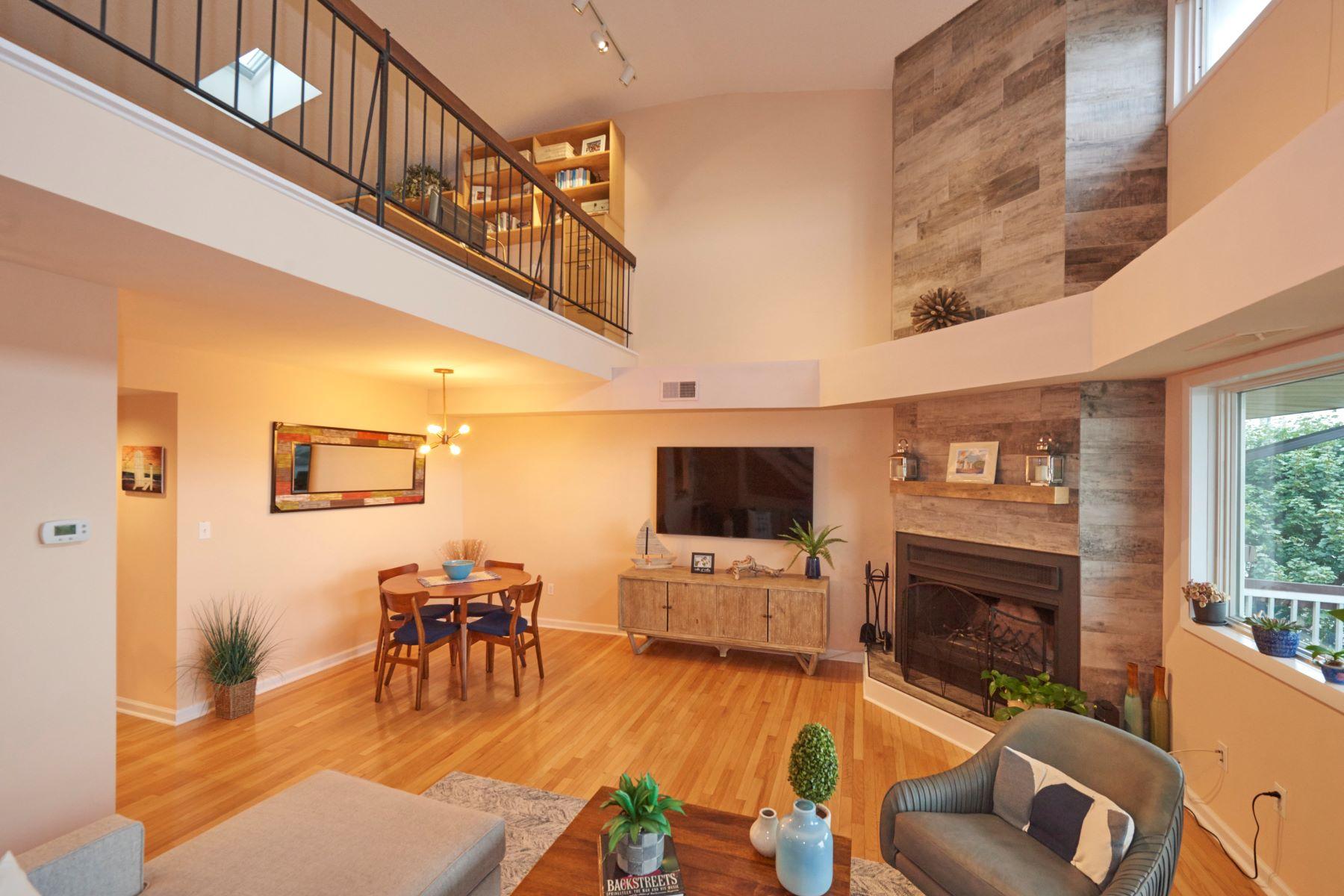 Condominiums por un Venta en Gateway Villas 30 Portland Rd. #22 Building C Highlands, Nueva Jersey 07732 Estados Unidos