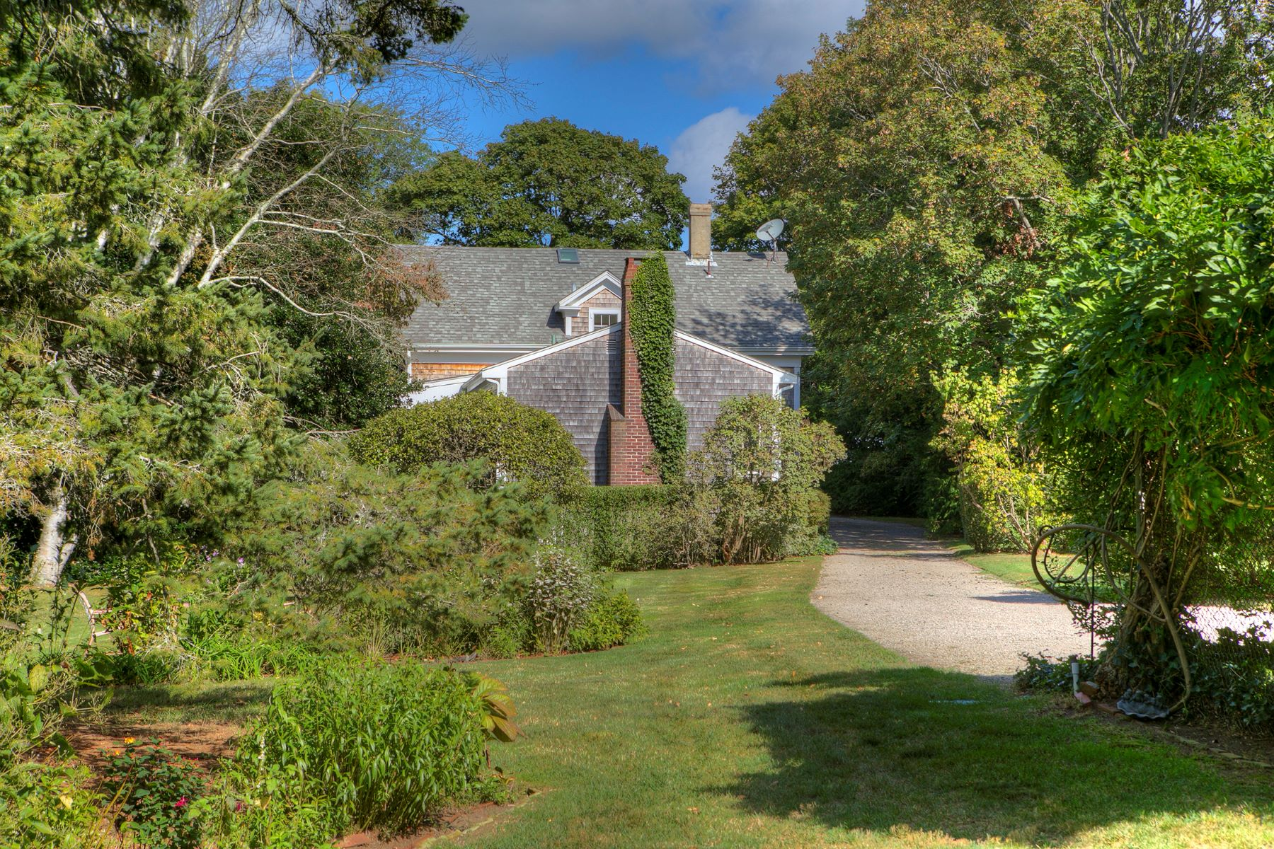 Additional photo for property listing at The Lower Glen 297 Glen Road Portsmouth, Rhode Island 02871 United States