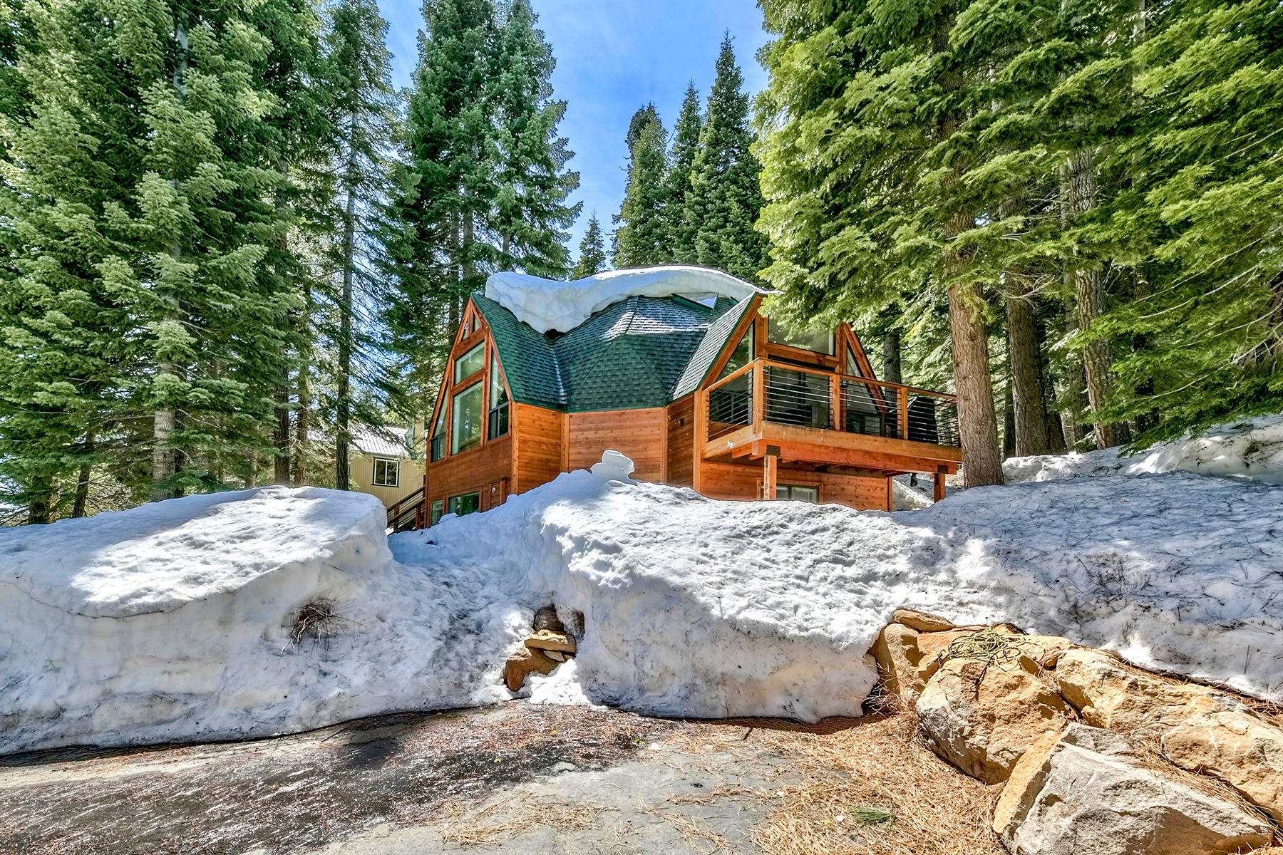 Single Family Home for Active at 11842 Chamonix Rd, Truckee, CA 96161 11842 Chamonix Rd Truckee, California 96161 United States