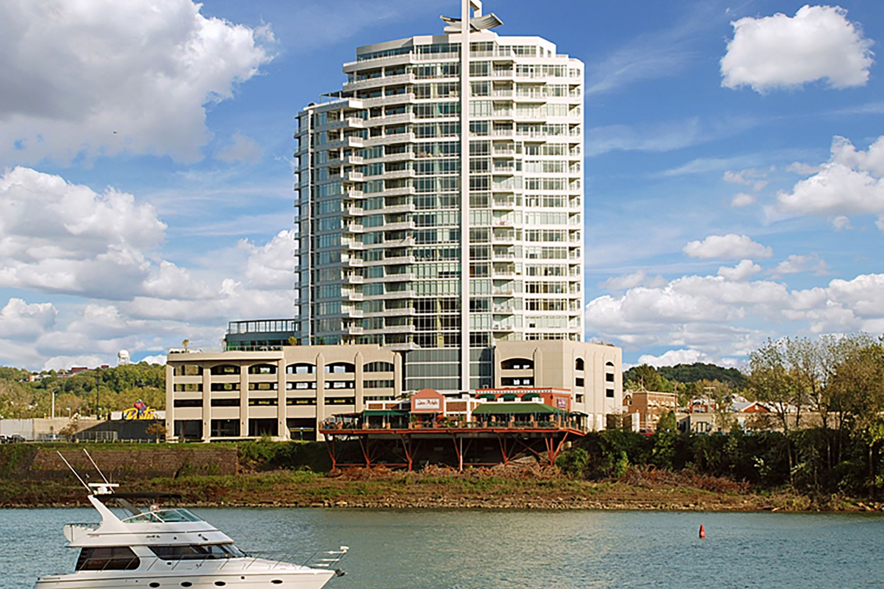 Condominio por un Venta en The Southshore 400 Riverboat Row #503 Newport, Kentucky 41072 Estados Unidos