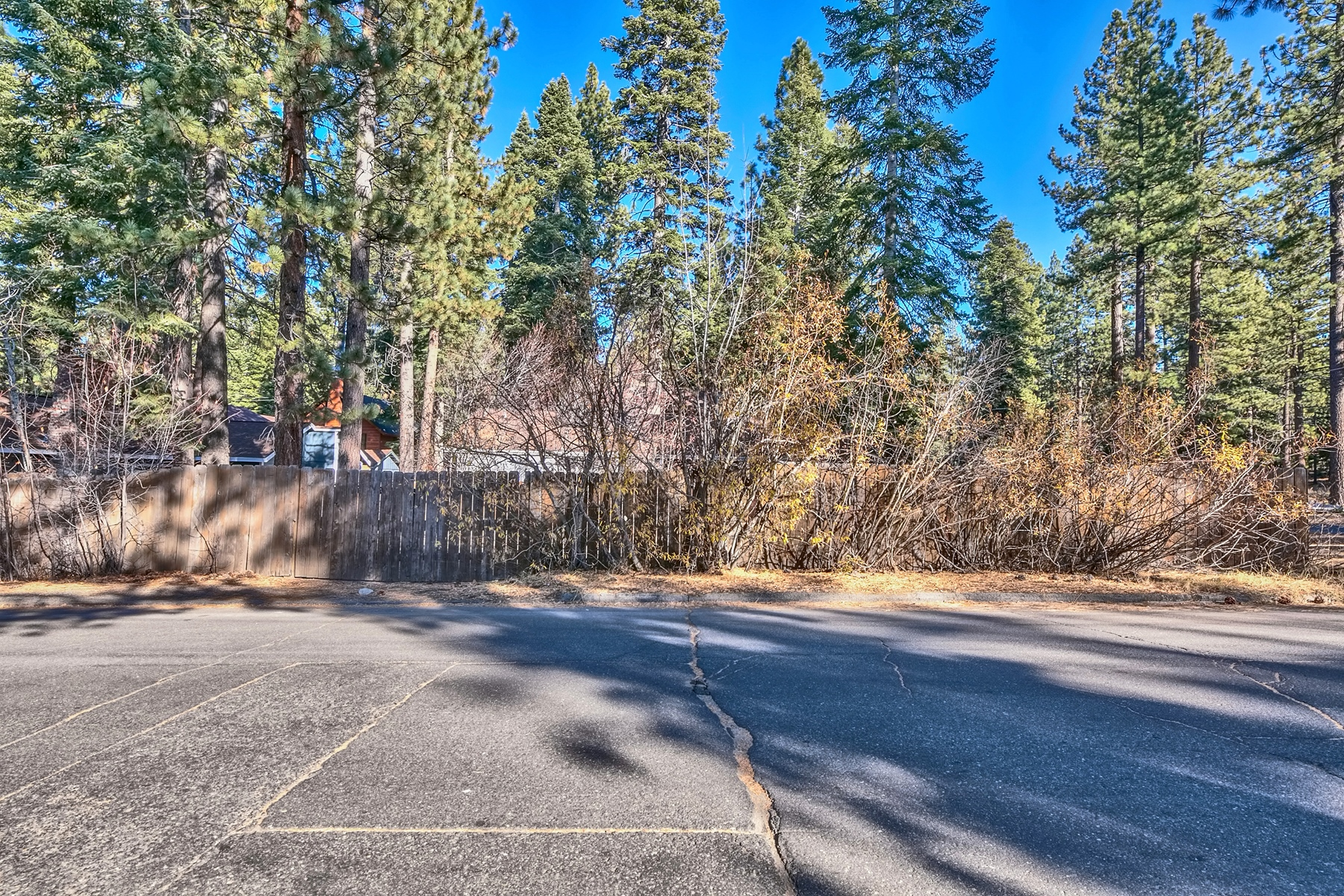Additional photo for property listing at 1293 Margaret Ave, South Lake Tahoe, Ca 96150 1293 Margaret Avenue South Lake Tahoe, California 96150 United States