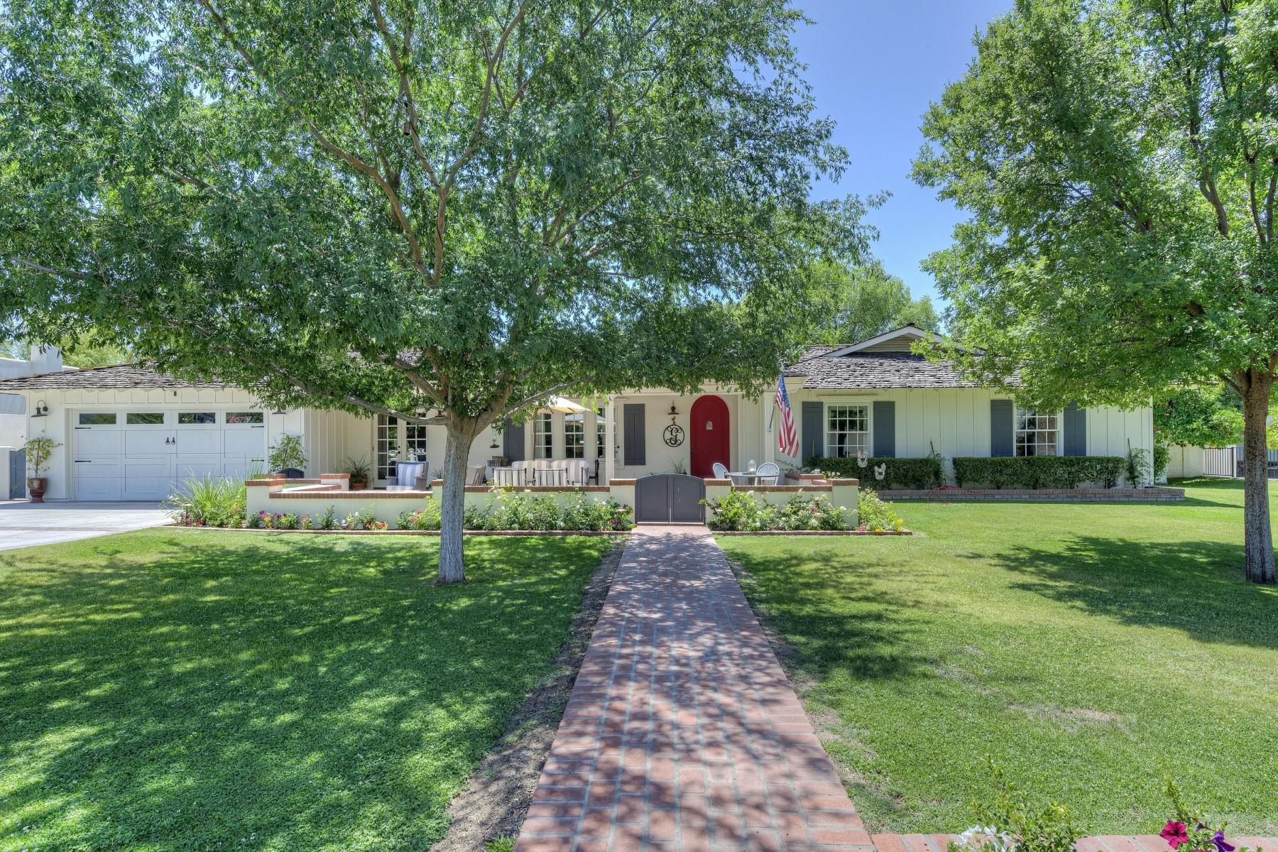 Maison unifamiliale pour l Vente à Beautifully updated ranch home in the magical Hilker Estates 4115 N 50th Pl Phoenix, Arizona, 85018 États-Unis