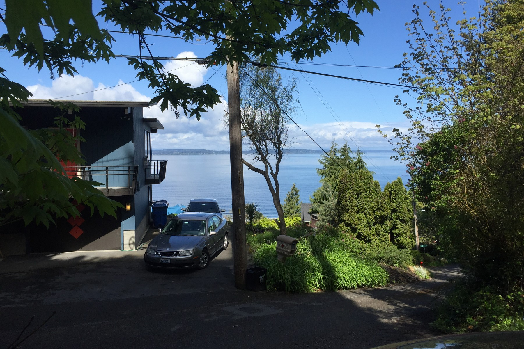 Additional photo for property listing at Alki View Opportunity 24 XX 53rd Ave SW Seattle, Washington 98116 États-Unis